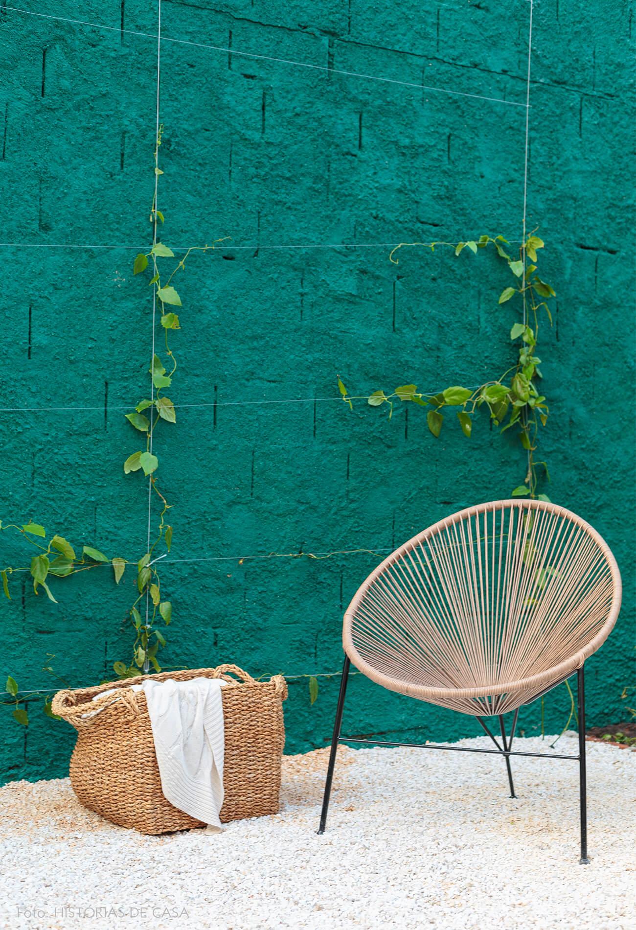decoração antes e depois jardim leroy merlin parede verde e cadeira acapulco