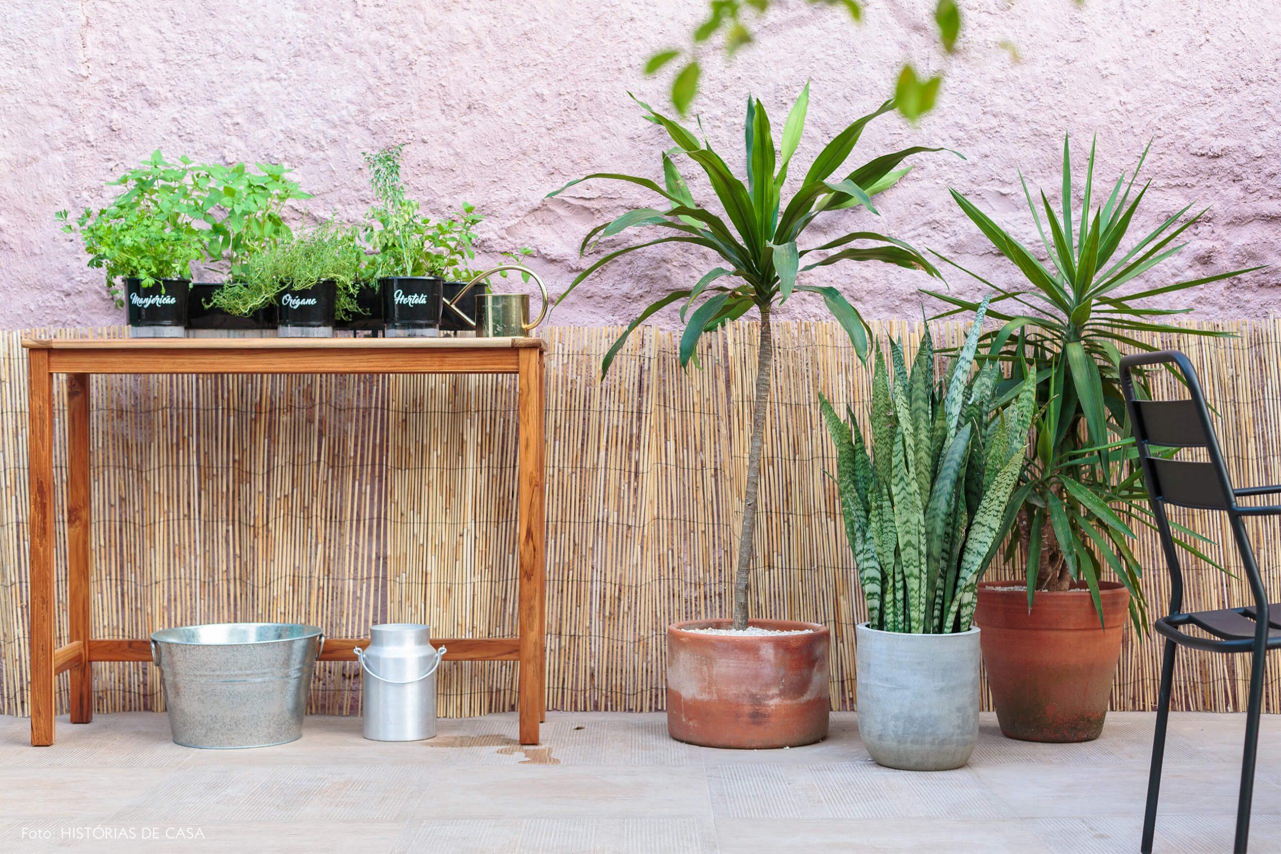 decoração antes e depois jardim leroy merlin plantas e mesa de madeira