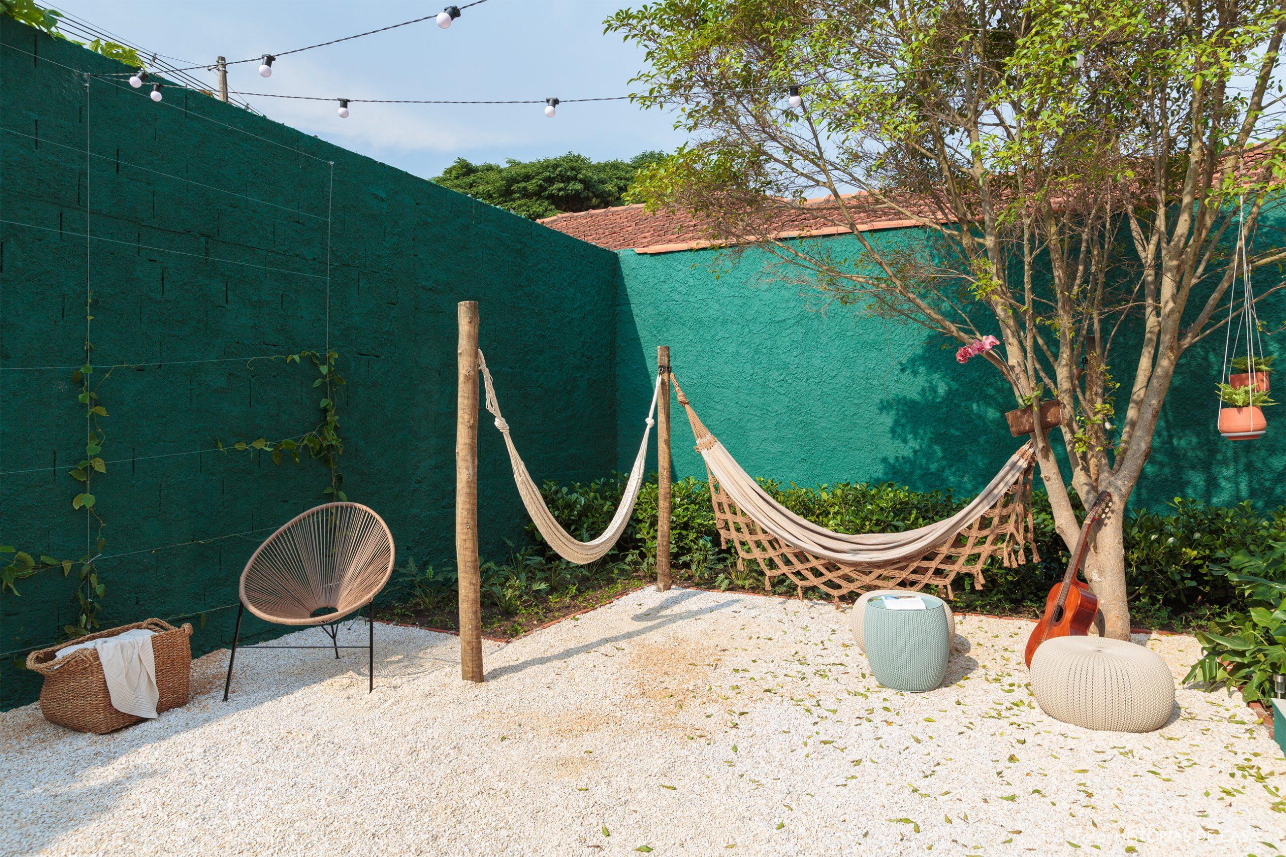 decoração antes e depois jardim leroy merlin parede verde cadeira acapulco e redes
