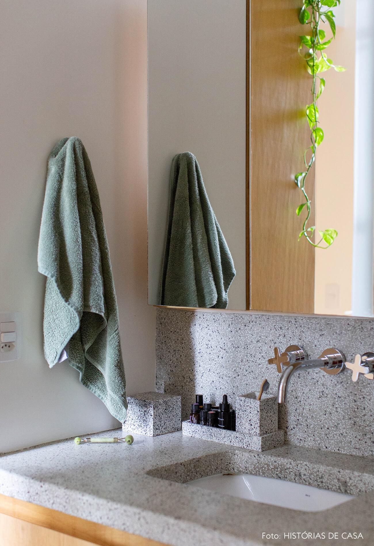 decoração banheiro bancada de pia cinza