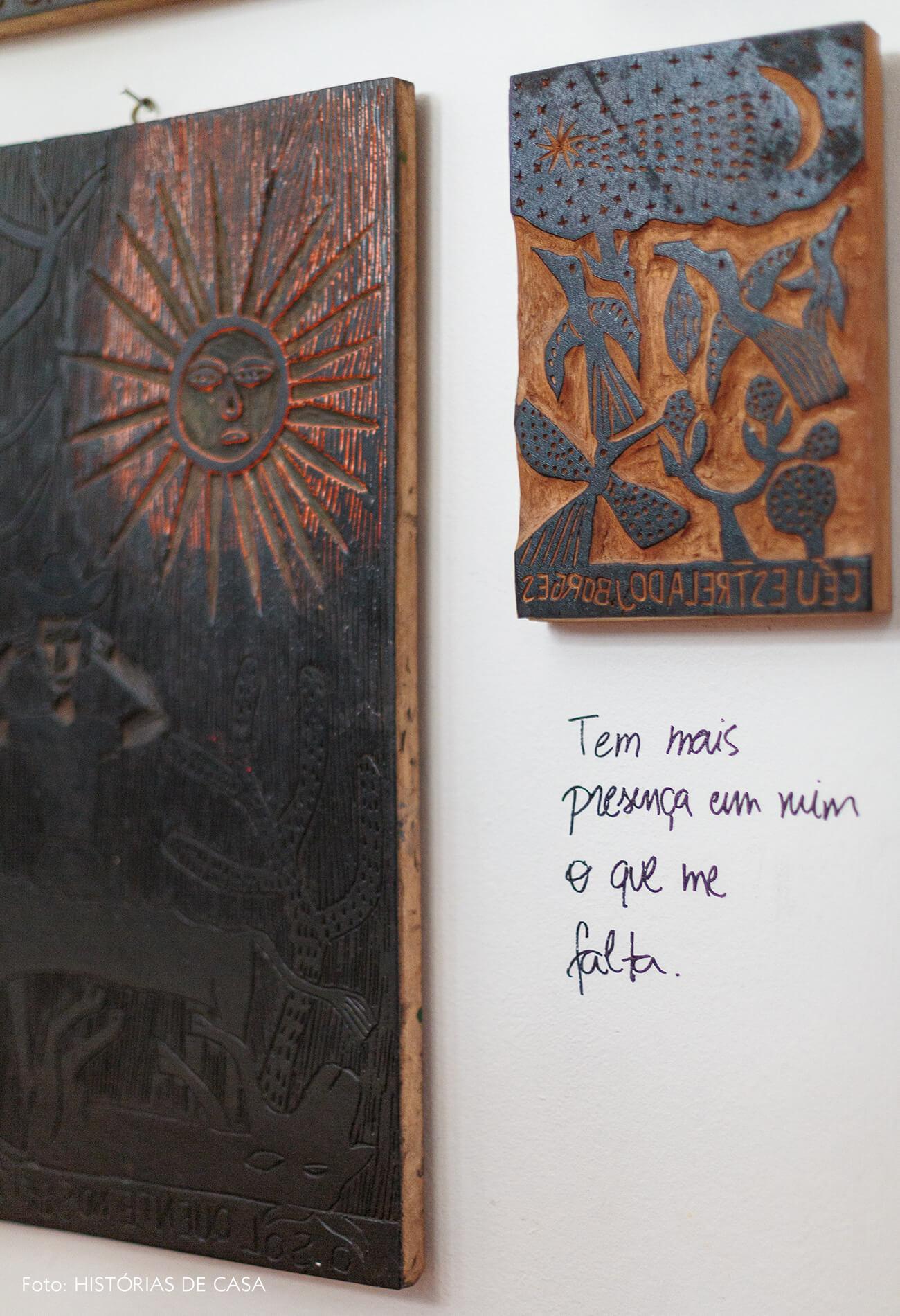 decoração xilogravuras na parede