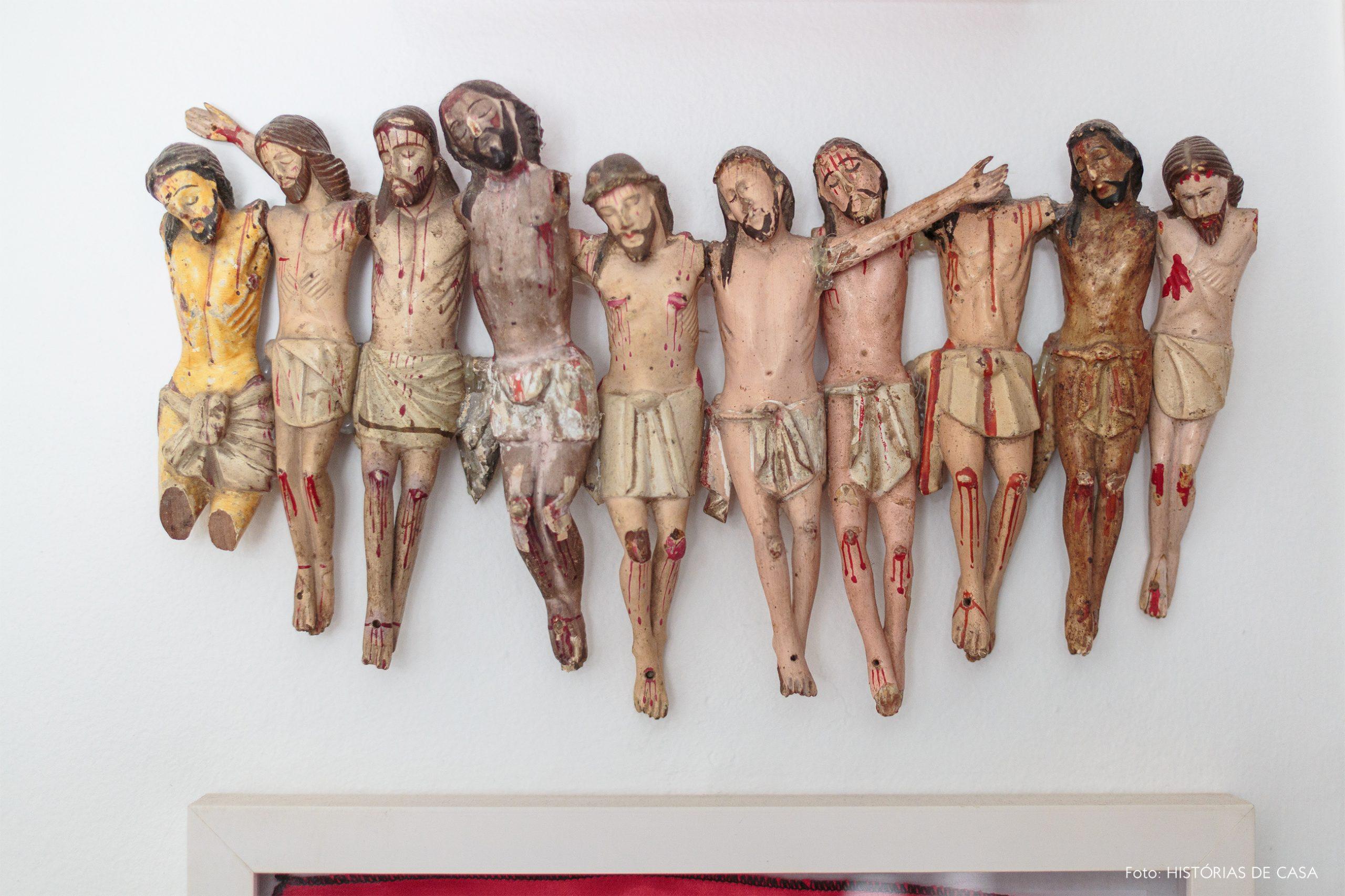 decoração objetos religiosos cristo na parede