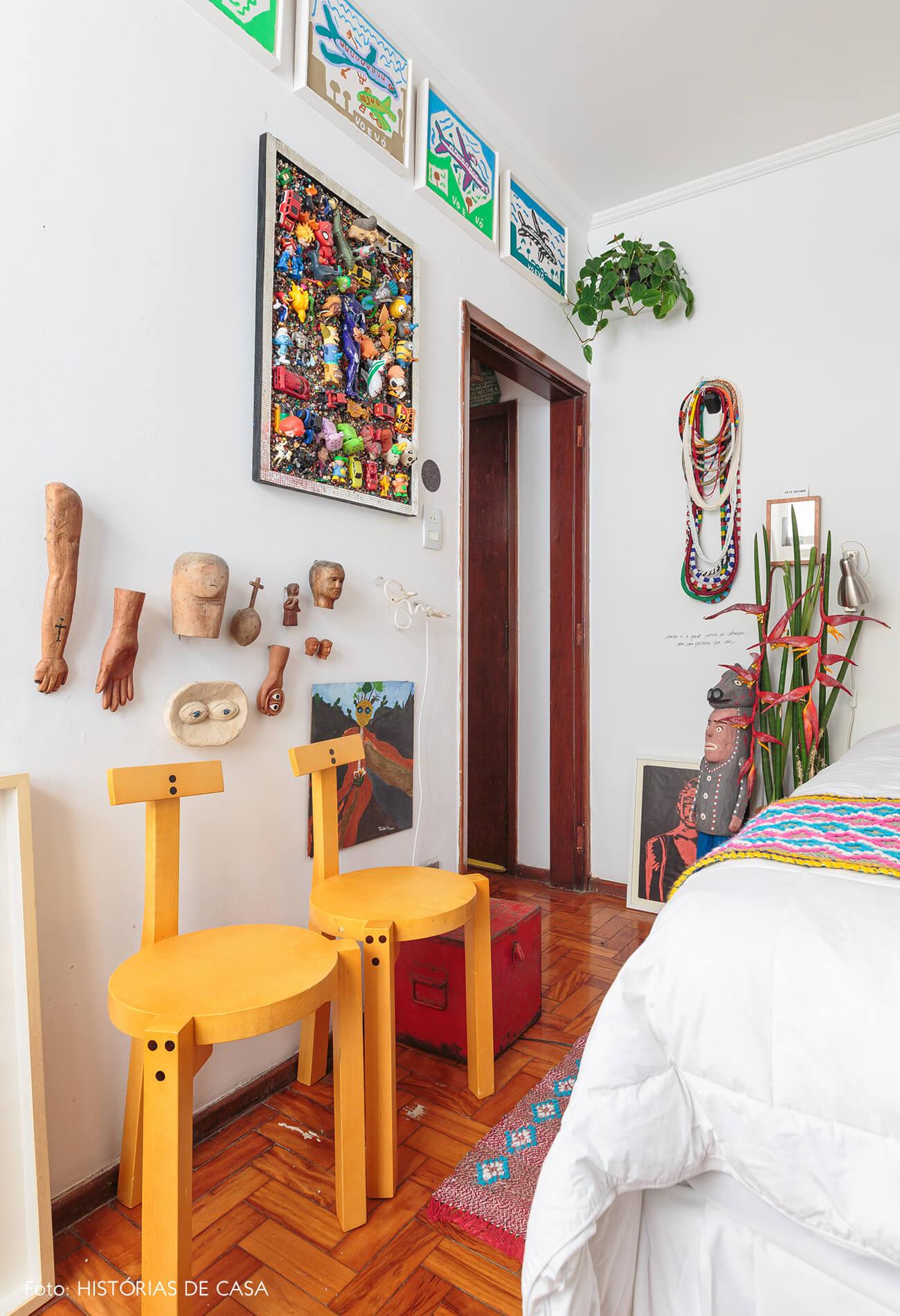 decoração quarto colorido com bancos girafa lina