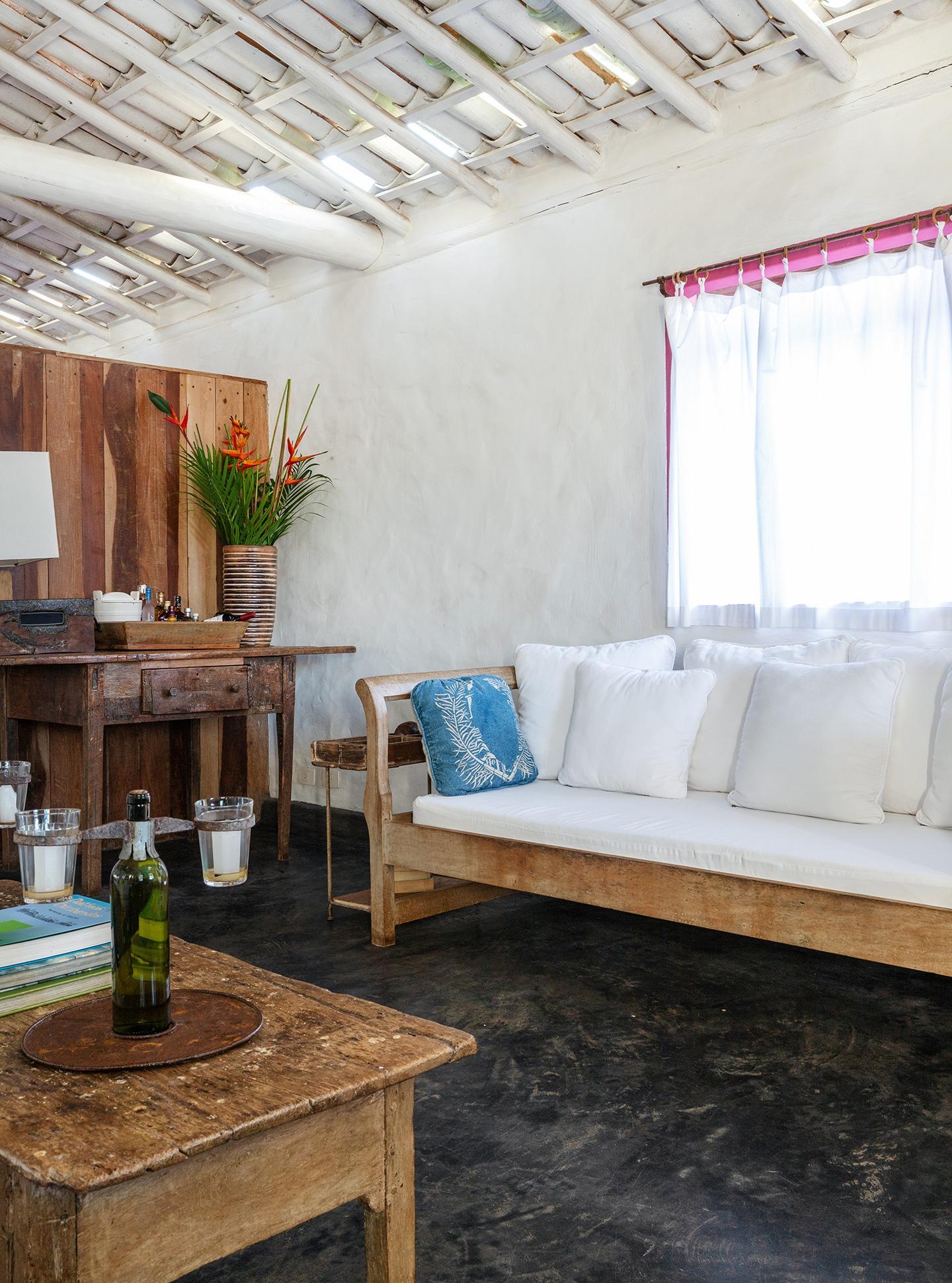 decoração Trancoso sala rustica com moveis de madeira