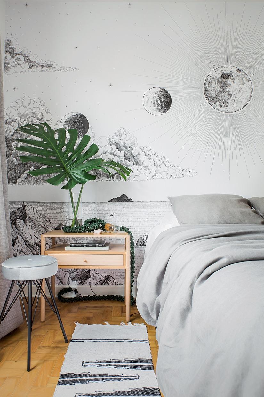 quarto com papel de parede cinza