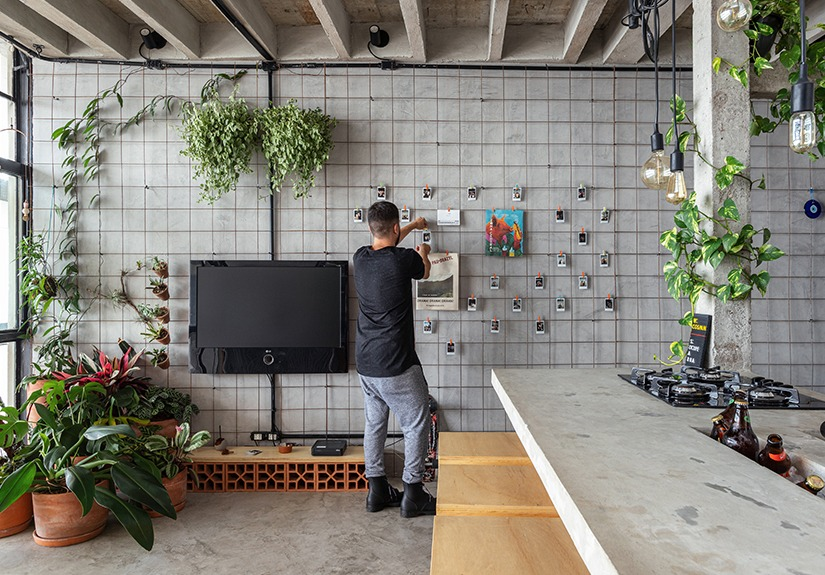 decoração de sala com parede de cimento
