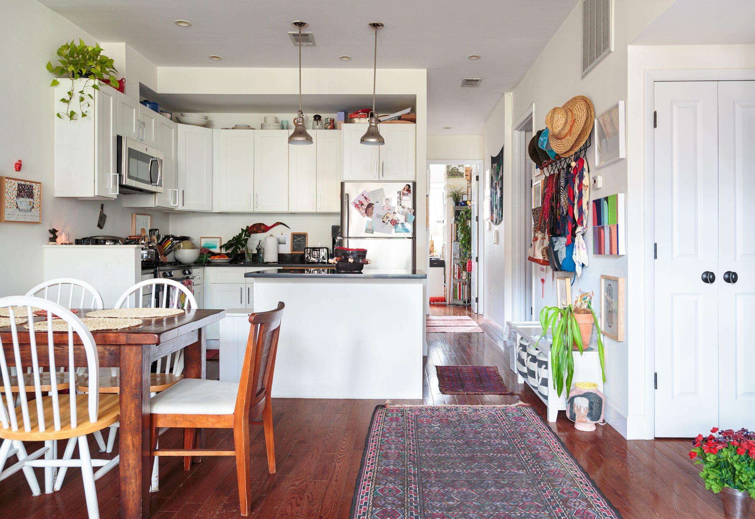 ap decoração cozinha branca com mesa de madeira