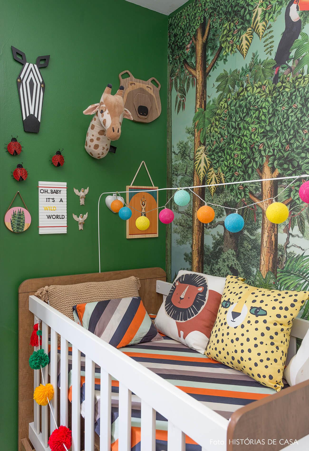 casa decoração quarto criança papel de parede e parede verde