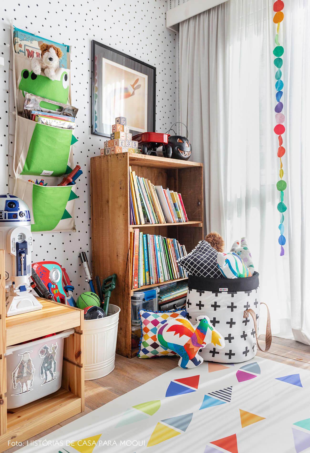 Quarto de criança com decoração colorida