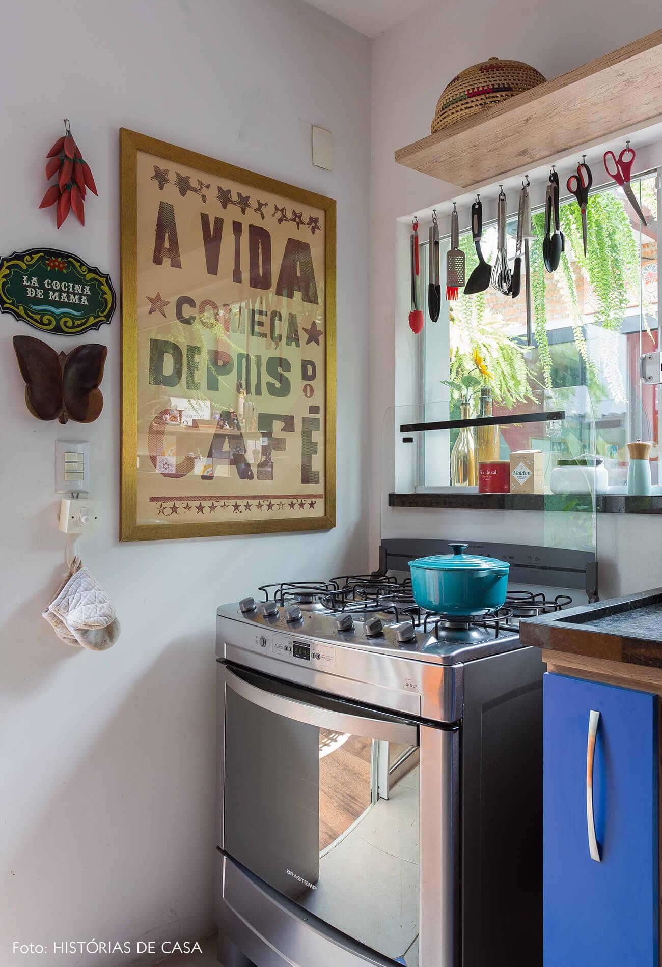 casa decoração cozinha colorida com armarios azuis