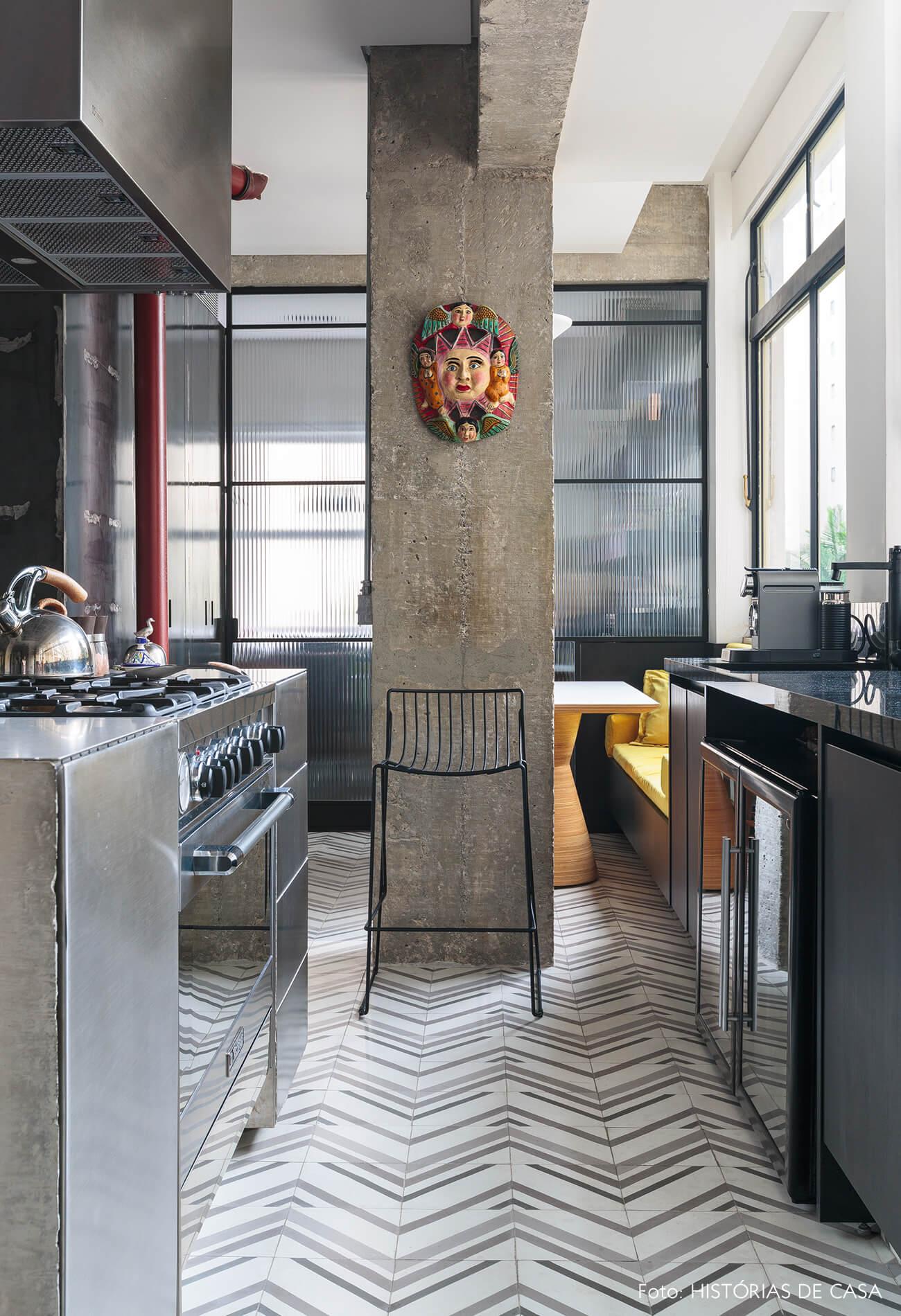 decoração ap cozinha com coluna de concreto