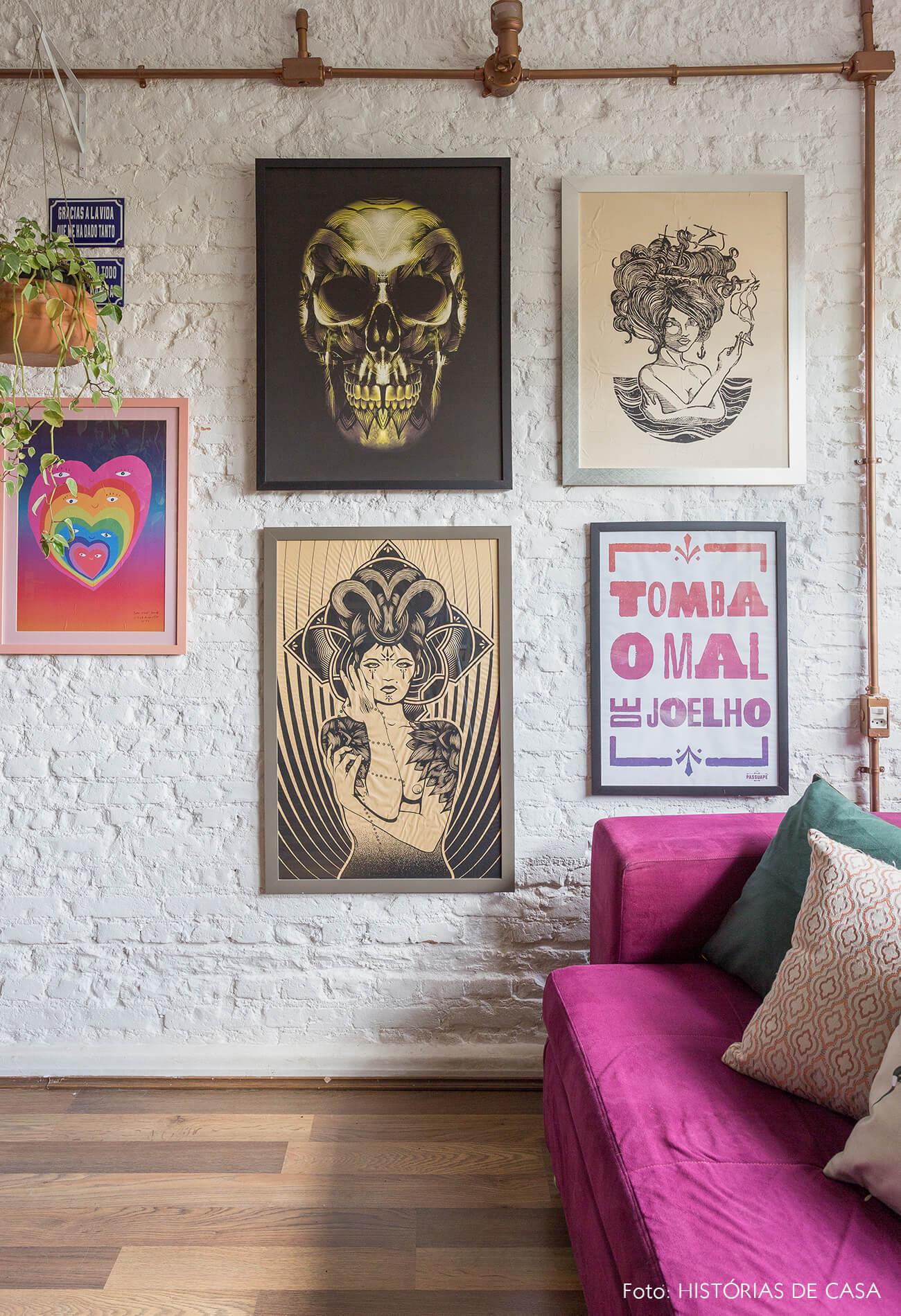 casa decoração sala parede de tijolinhos brancos cano cobre aparente