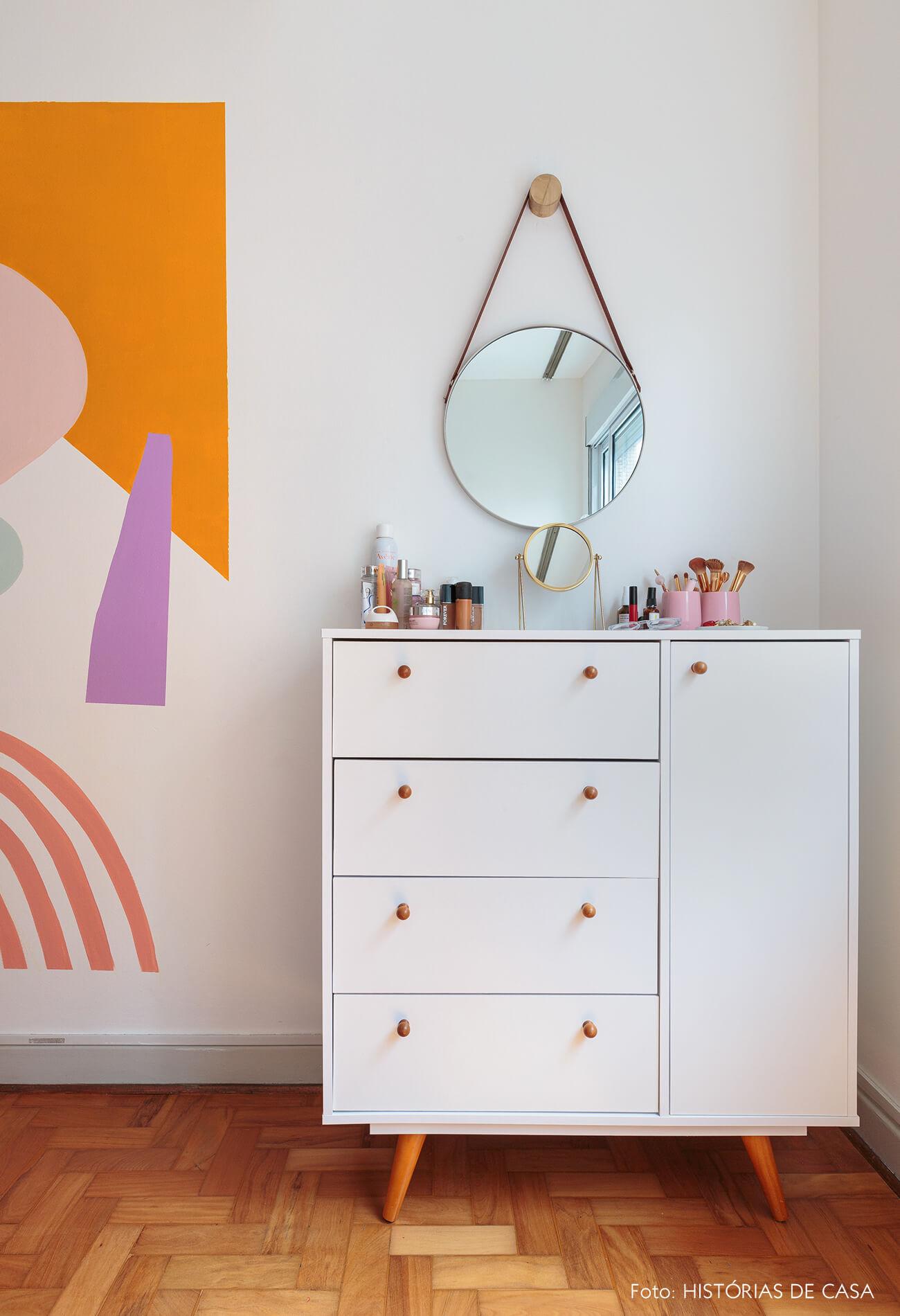 decoração ape alugado quarto com pintura organica na parede e comoda branca