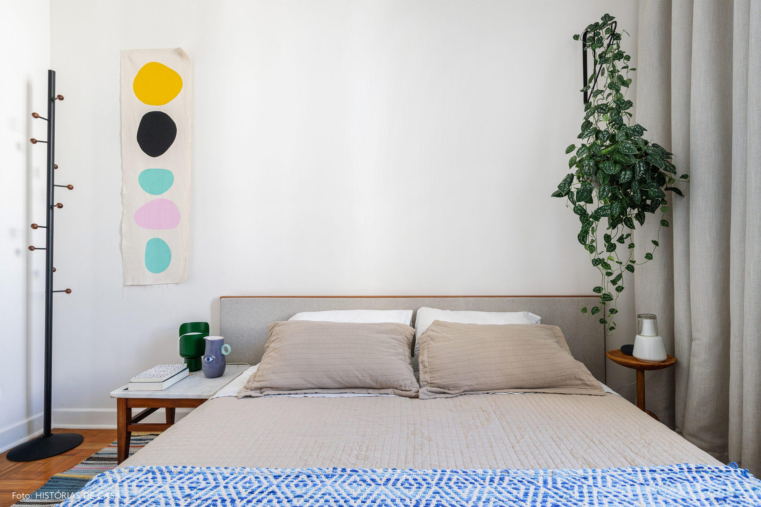 decoração quarto branco com painel pintura