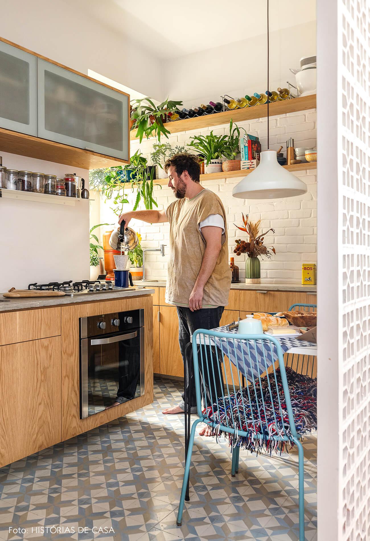 decoração cozinha com marcenaria parede cobogo retrato