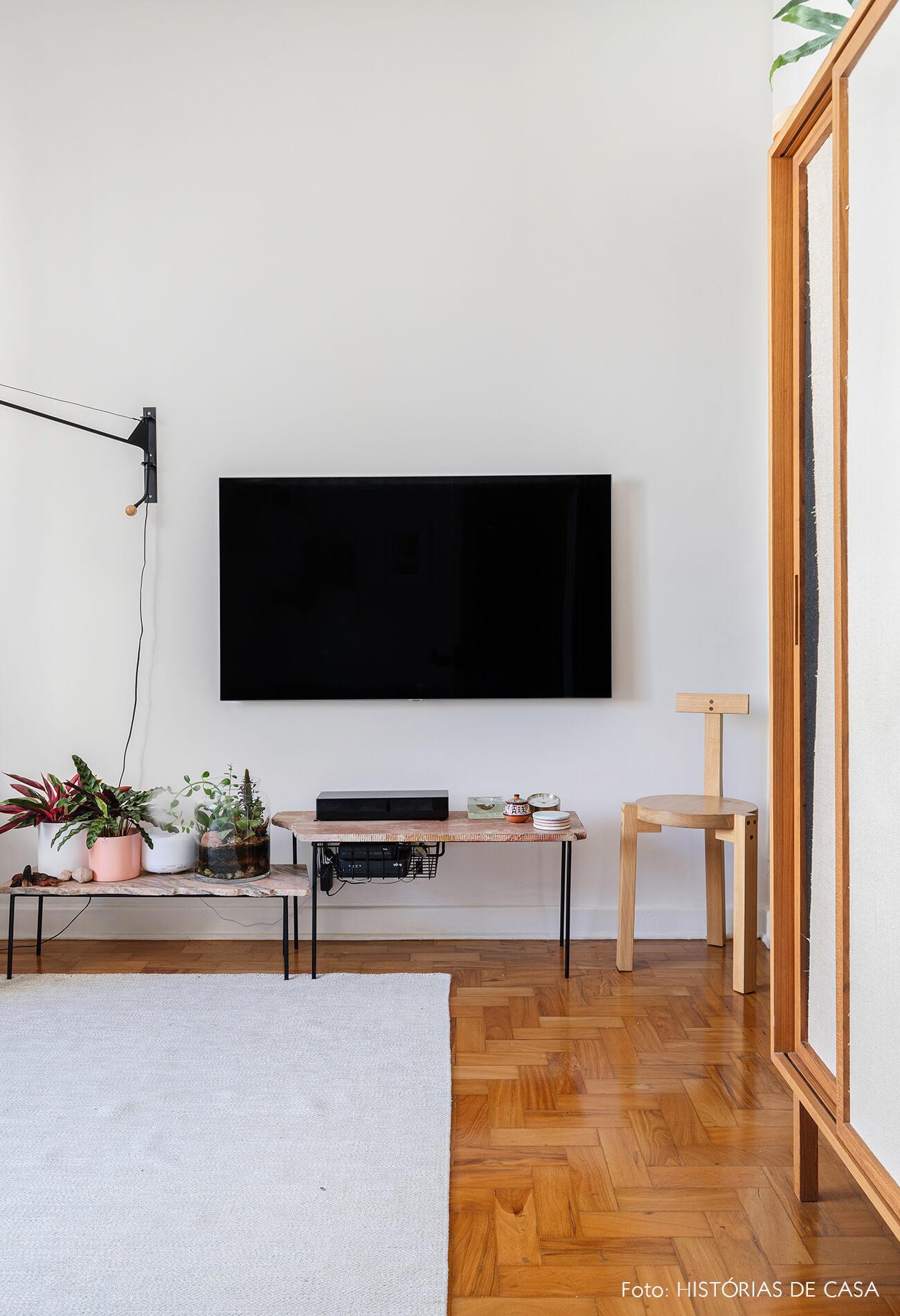 decoração sala com banco girafa lina
