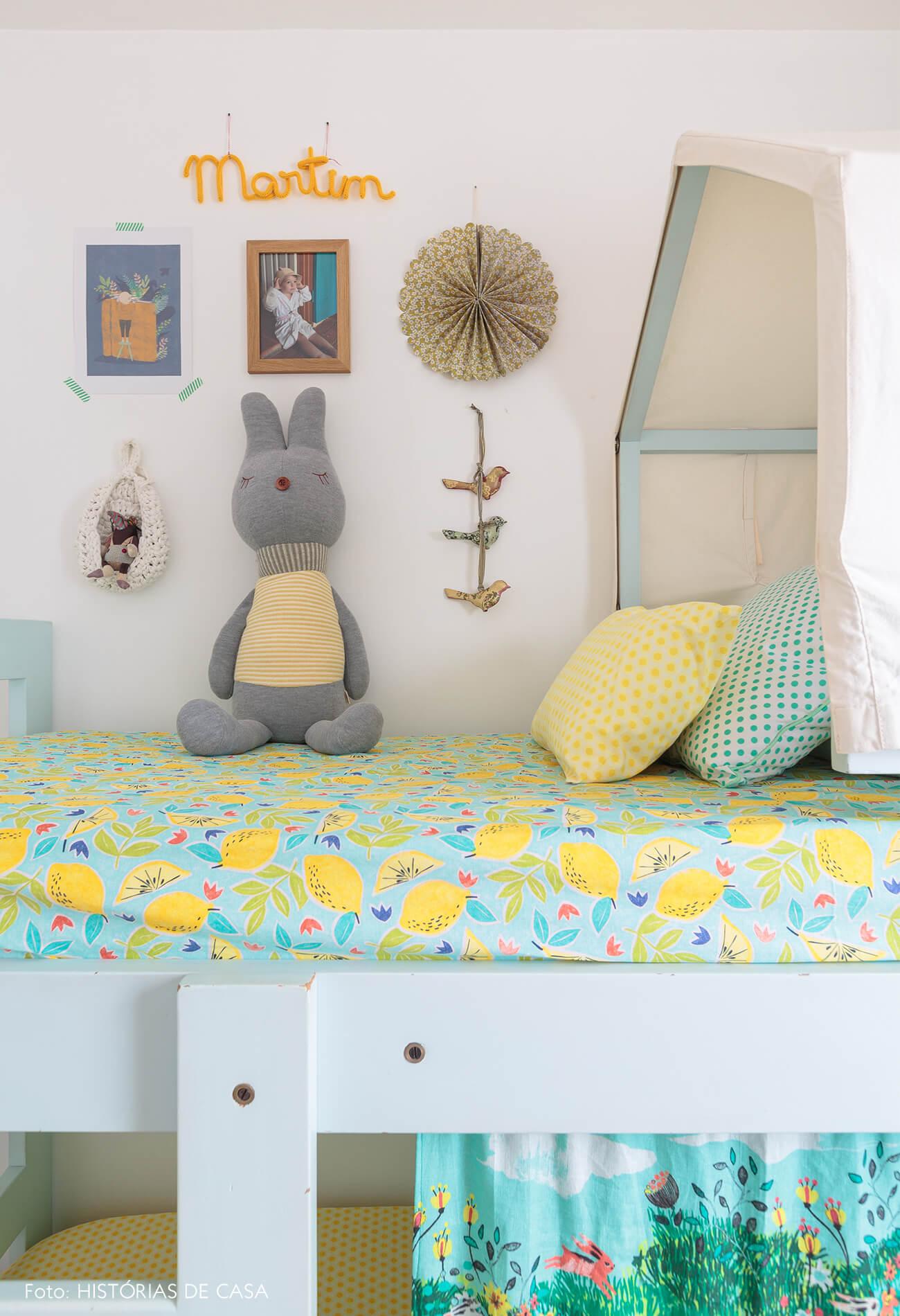 decoração praiana quarto infantil com beliche de madeira