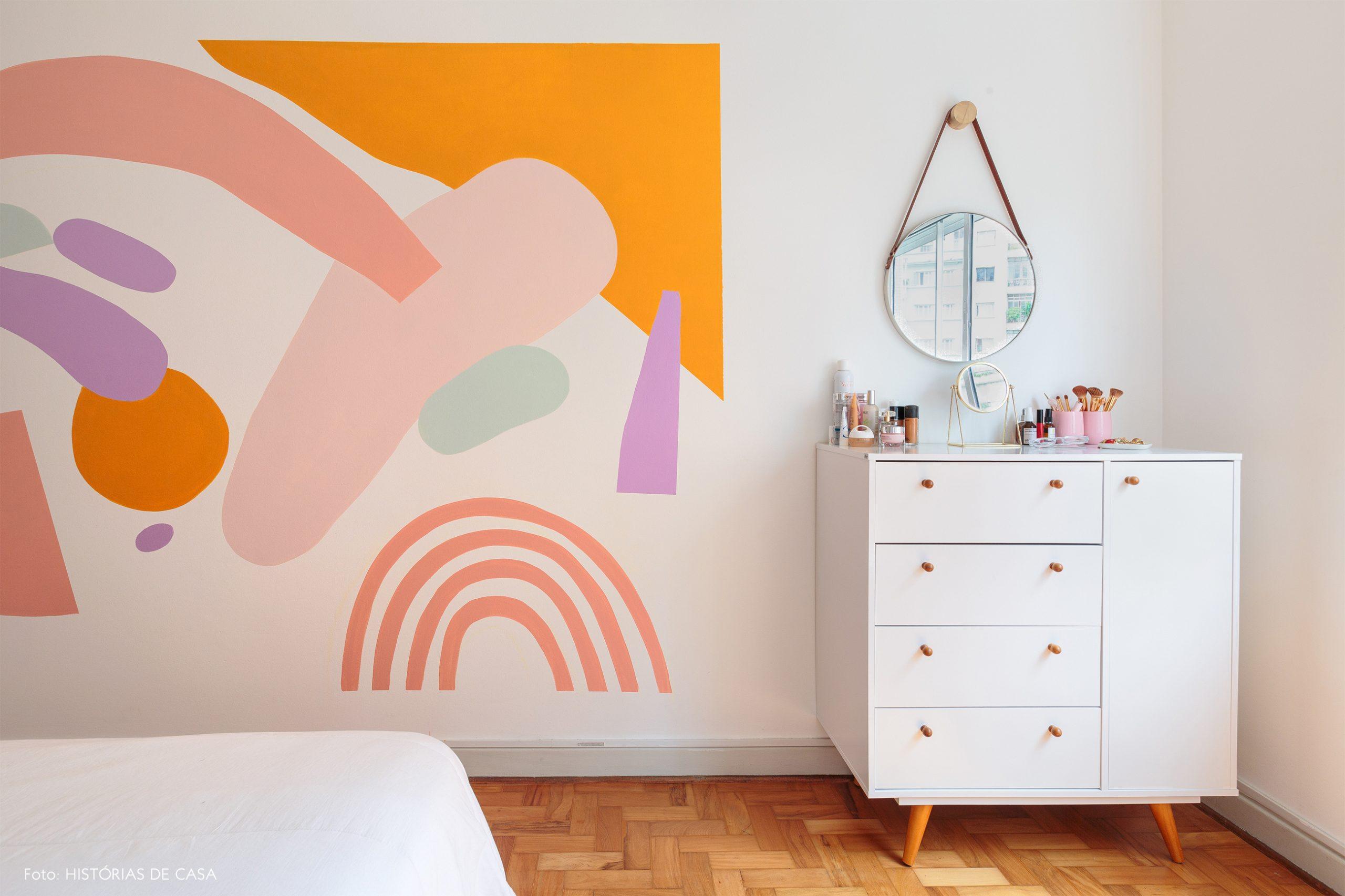 ape alugado decoração quarto com pintra abstrata organica na parede