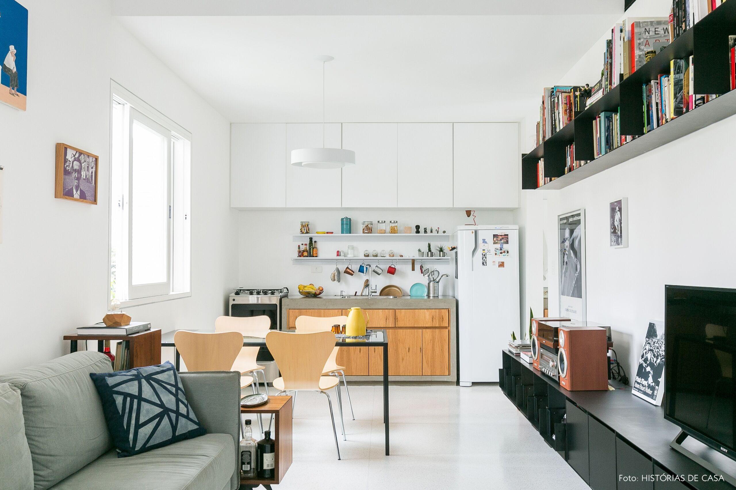 decoração apê minimalista sala cozinha integrados rack preto