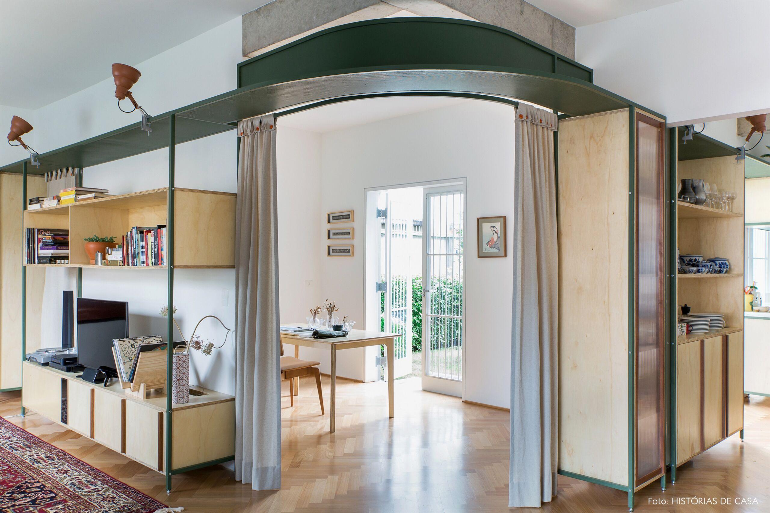 decoração apê cortina como divisória escritório sala e cozinha marcenaria