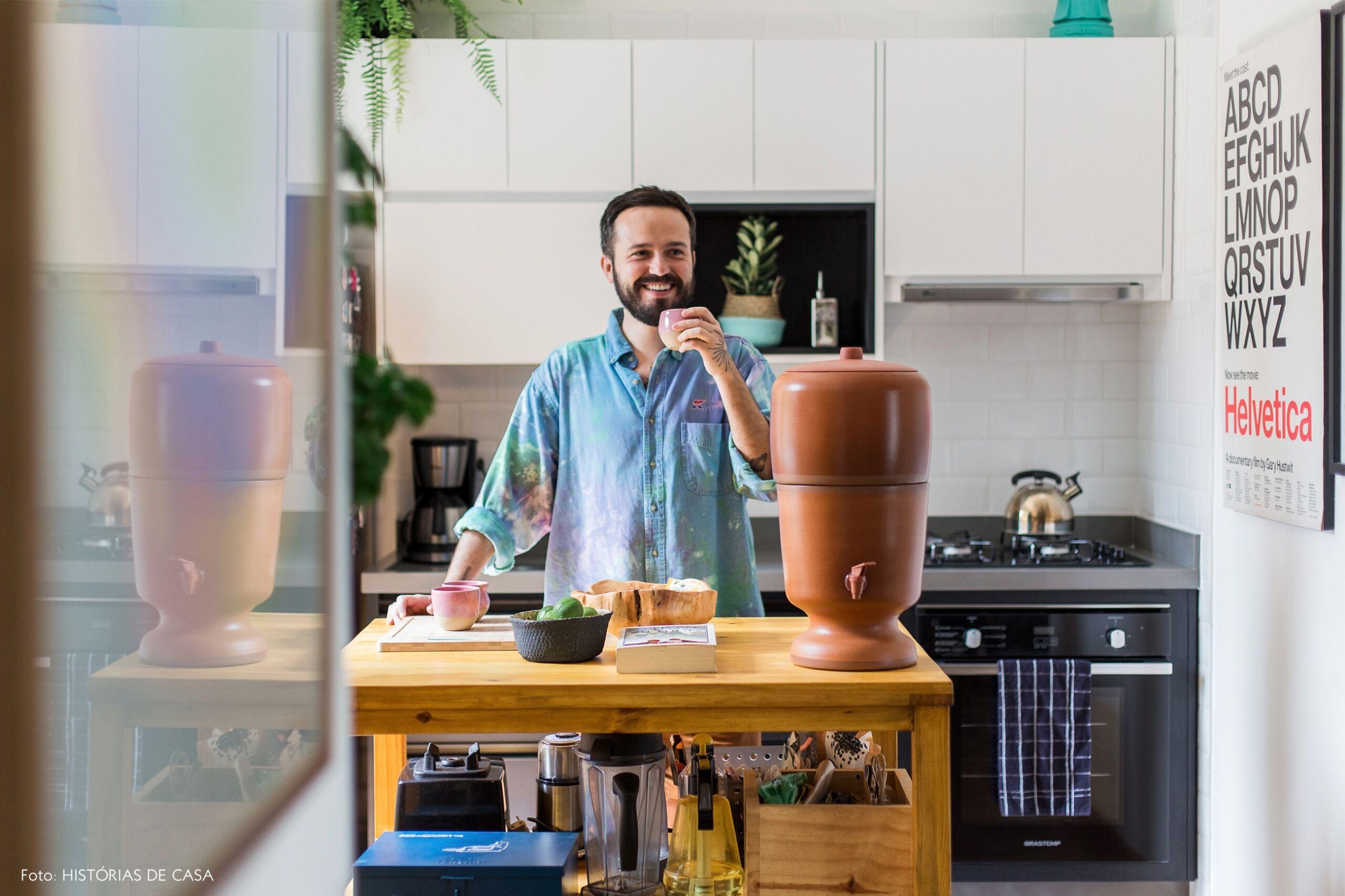 decoração apê cozinha retrato balcão madeira