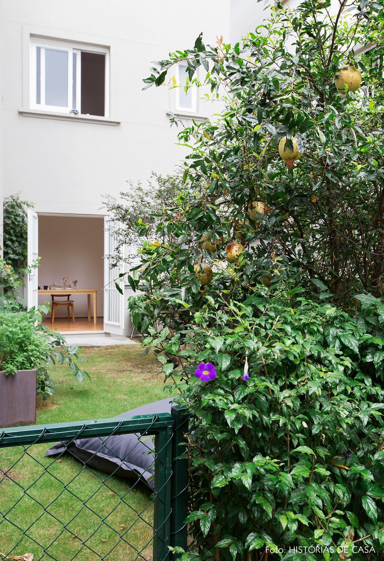 decoração apê jardim com pufes