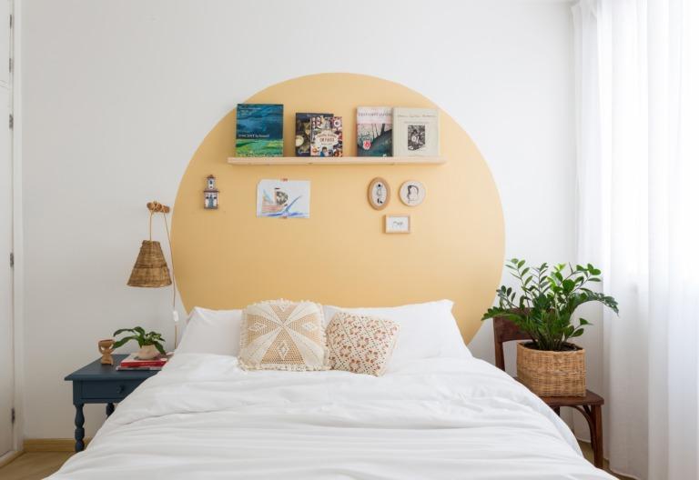 decoração Antes e depois de quarto com circulo tinta amarela cesto palha