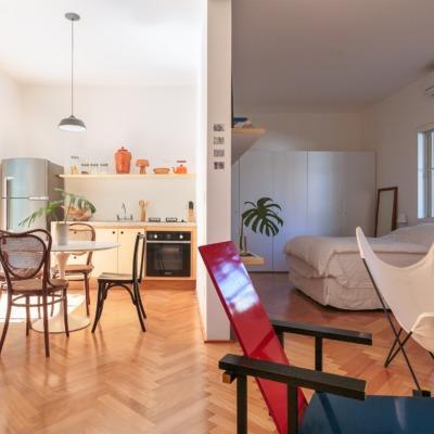 sala cozinha cadeira red and blue.
