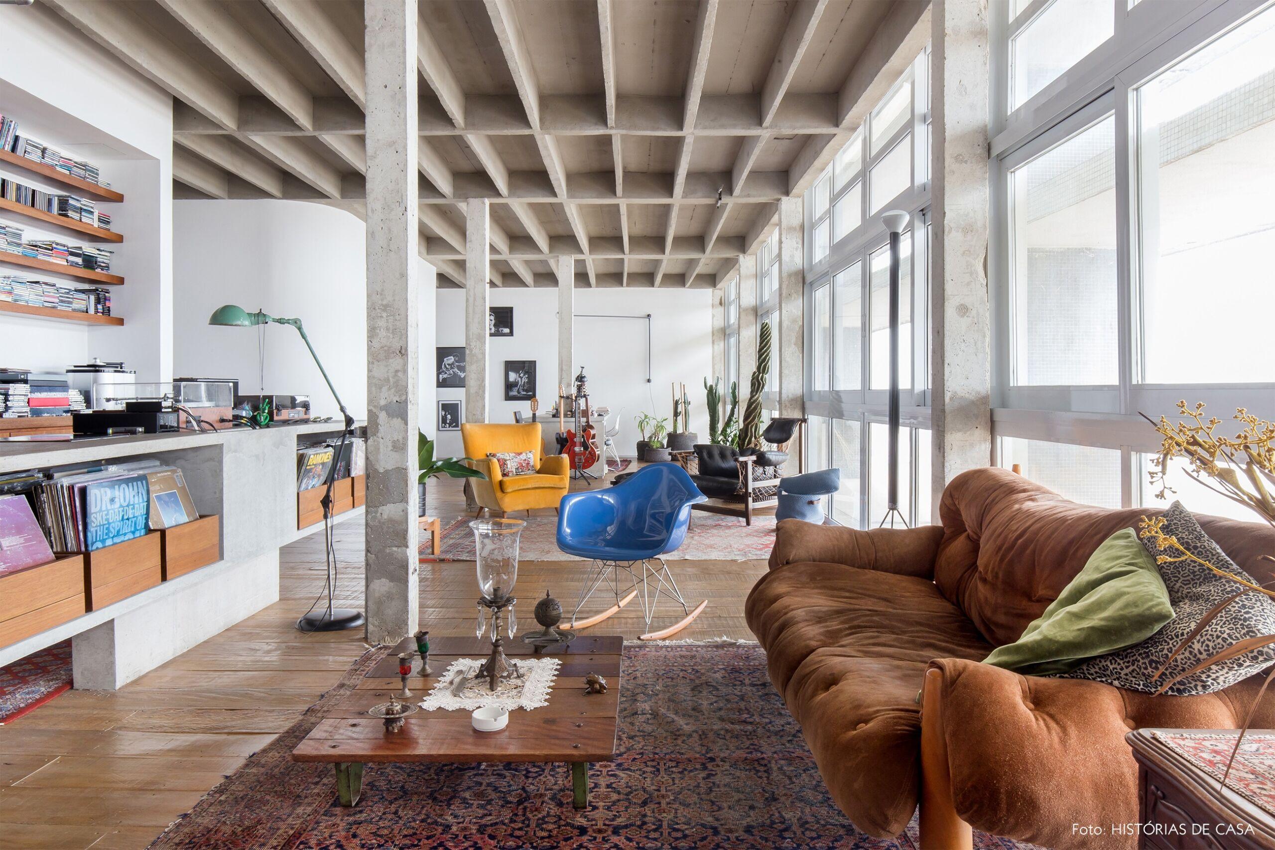 COPAN decoração sala sofá sergio rodrigues cadeira eames mesa concreto