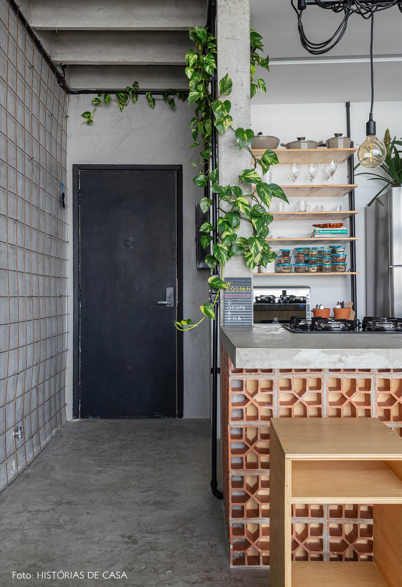 COPAN decoração ape integrado industrial cozinha bancada cobogo porta preta