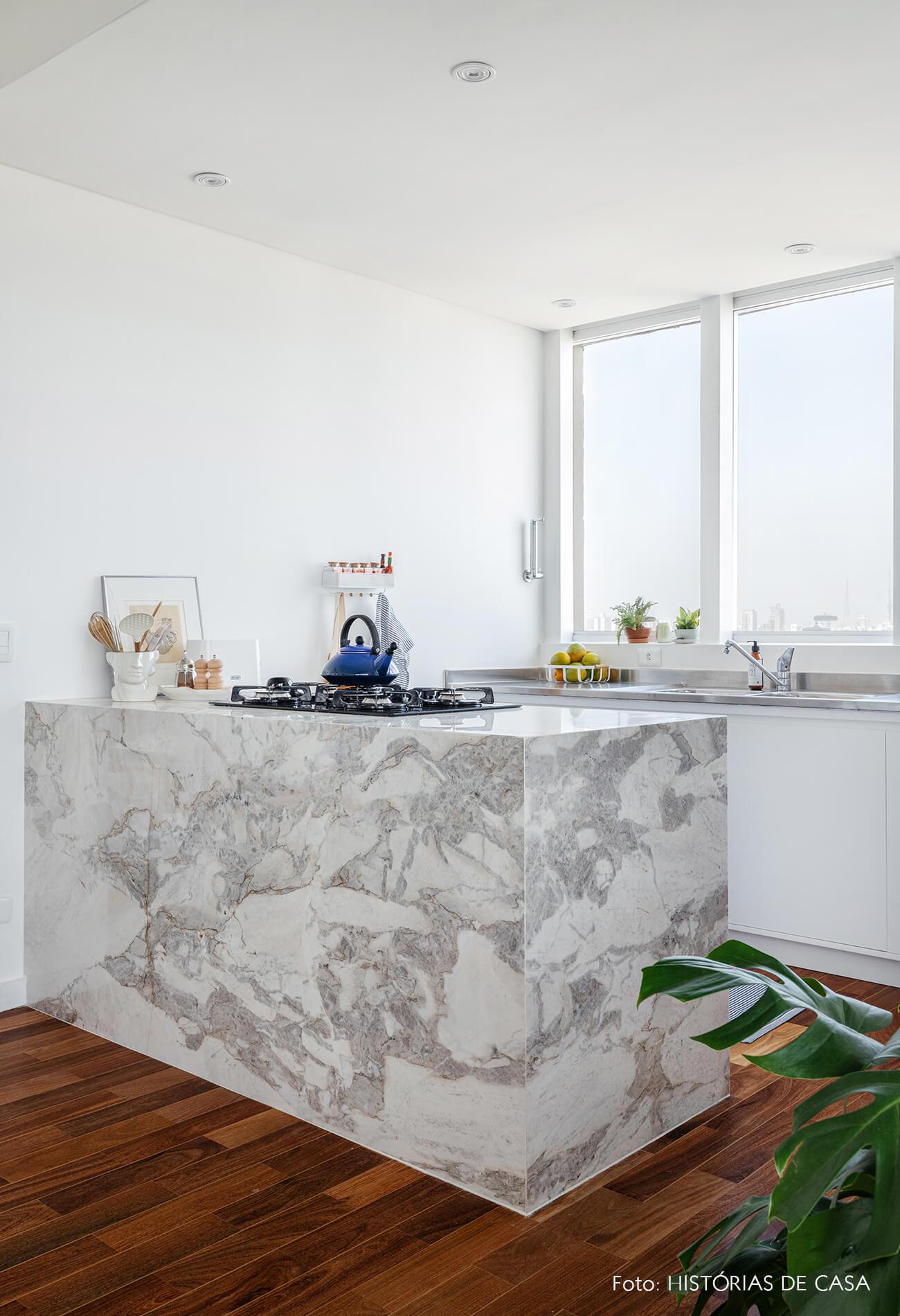 decoração cozinha clara bancada marmore