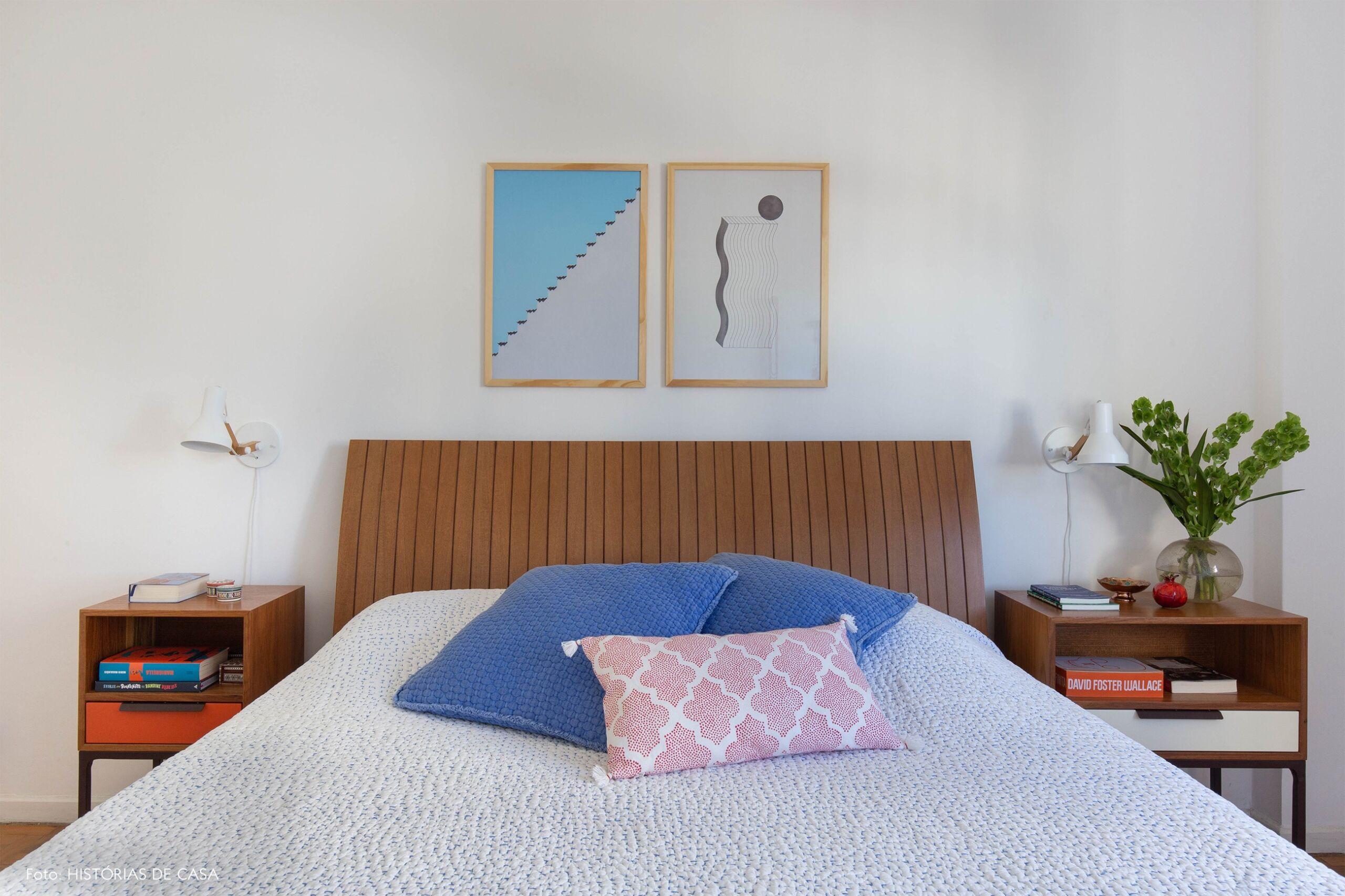 decoração obrah quadro abstratos em quarto com cabeceira madeira