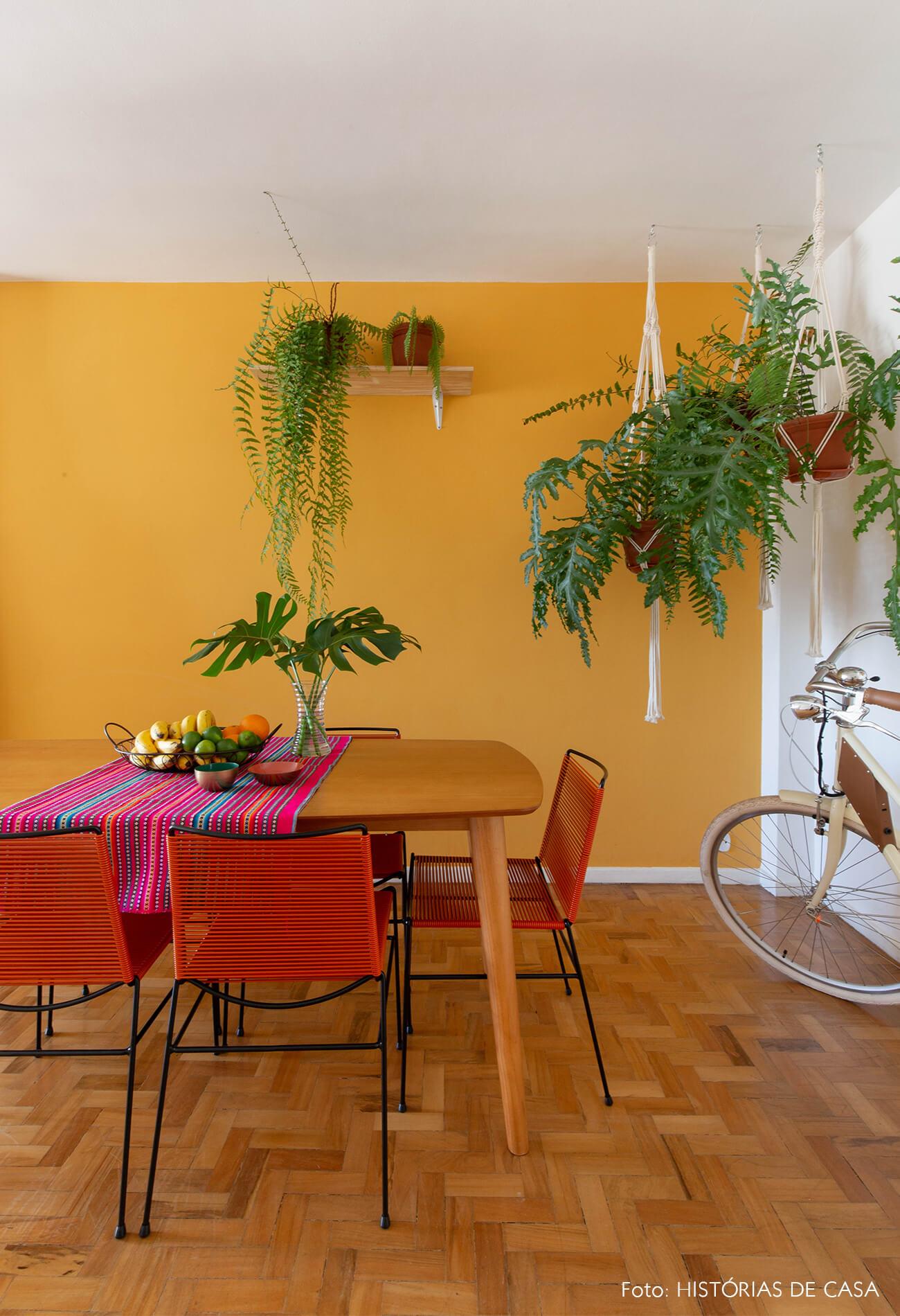 decoração quadros obrah sala jnatar parede mostarda plantas