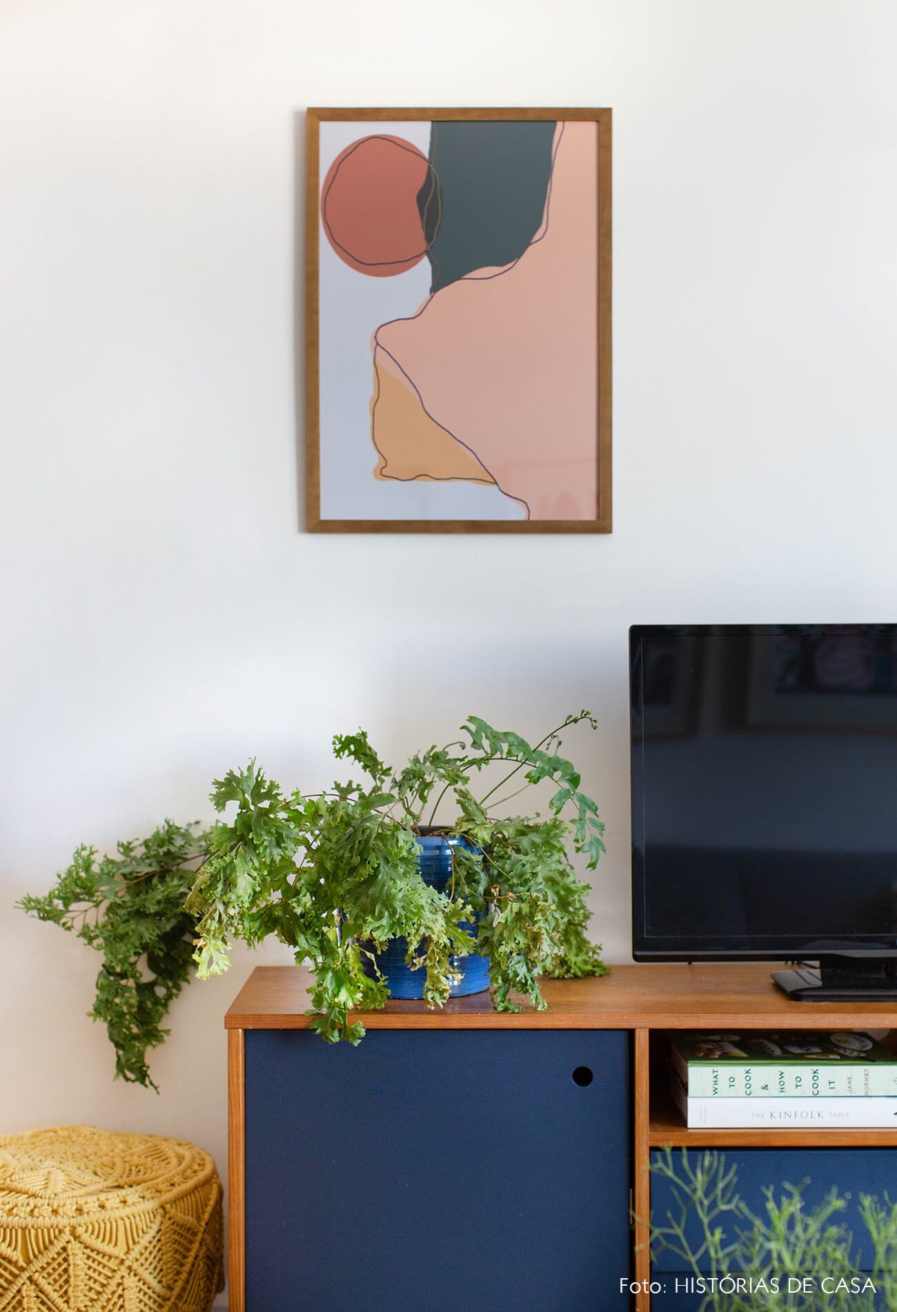 decoração quadro abstrato obrah rack azul pufe amarelo