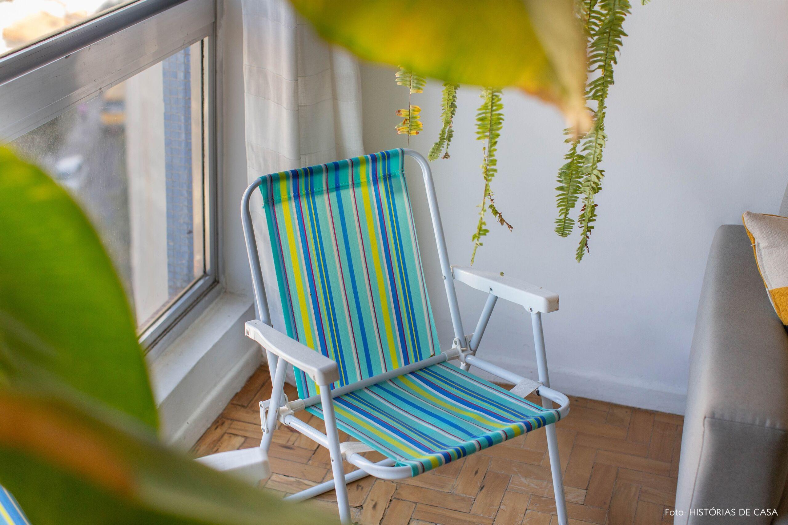 decoração quadros obrah cadeira praia na sala