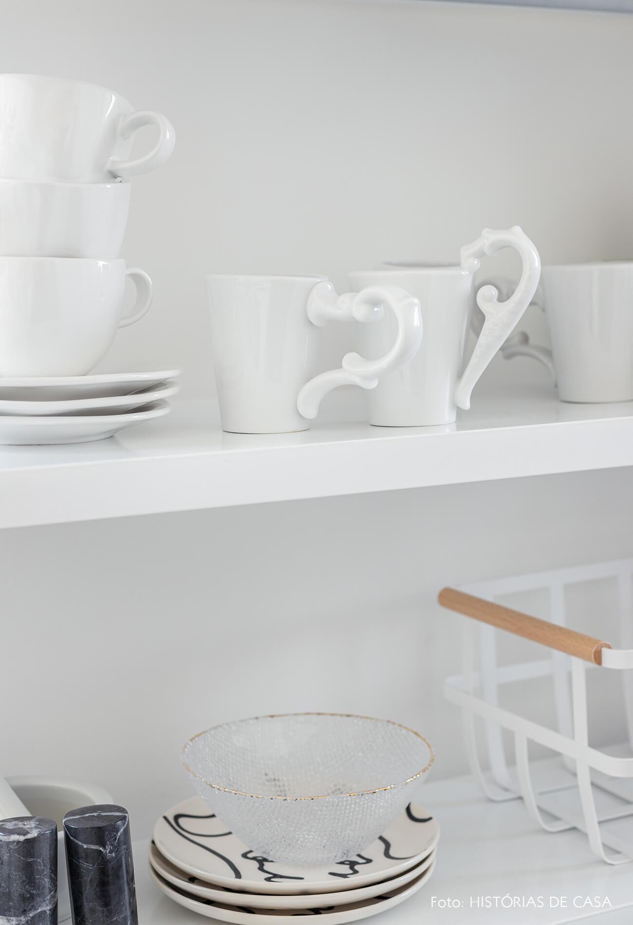 decoração detalhes cozinha estante branca