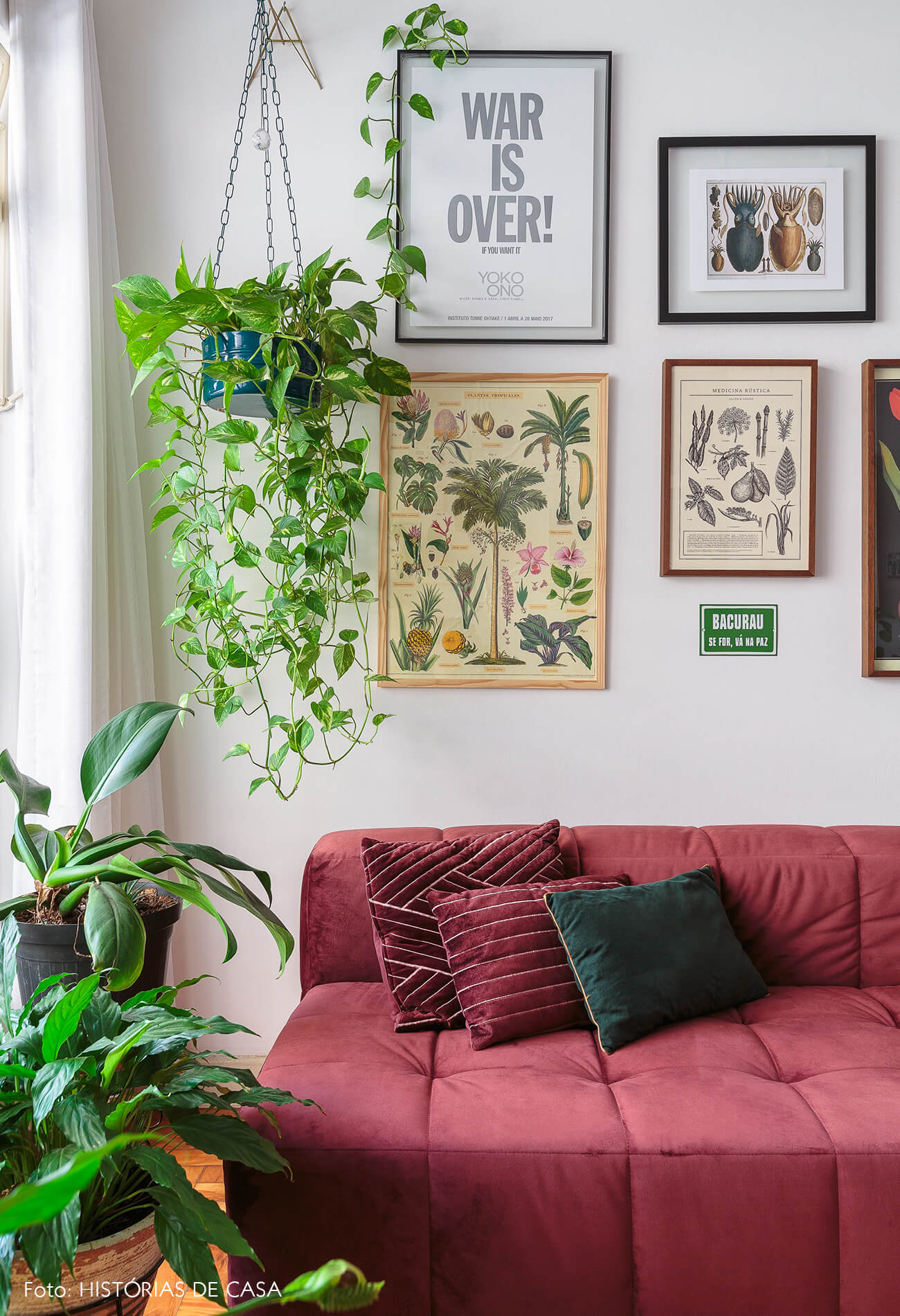 decoração sala sofa vermelho