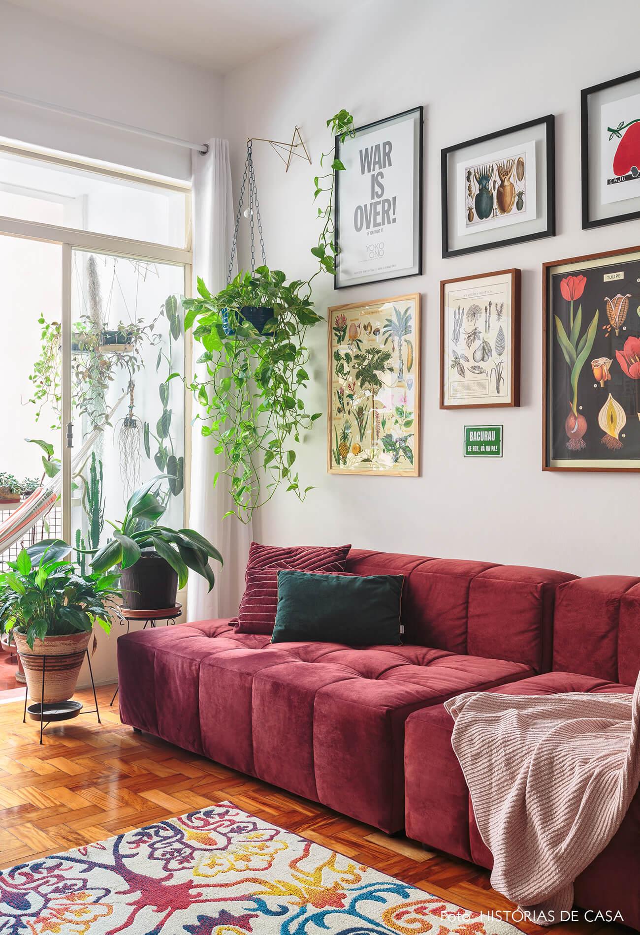 decoração sala com sofá vermelho varanda rede