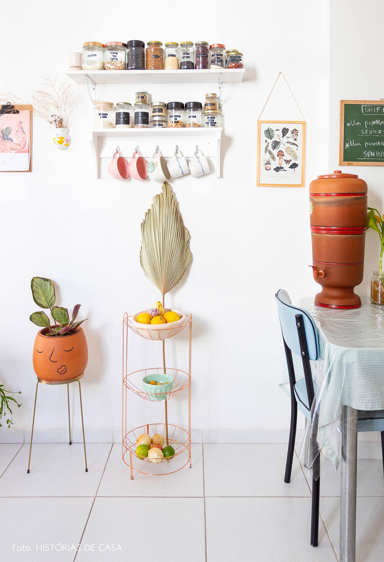 decoração cozinha cesto metalico