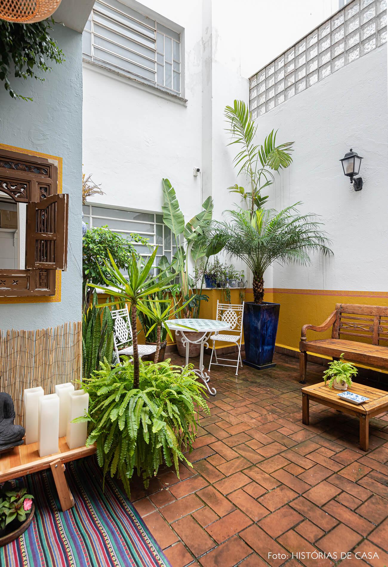 decoração jardim meia parede amarela