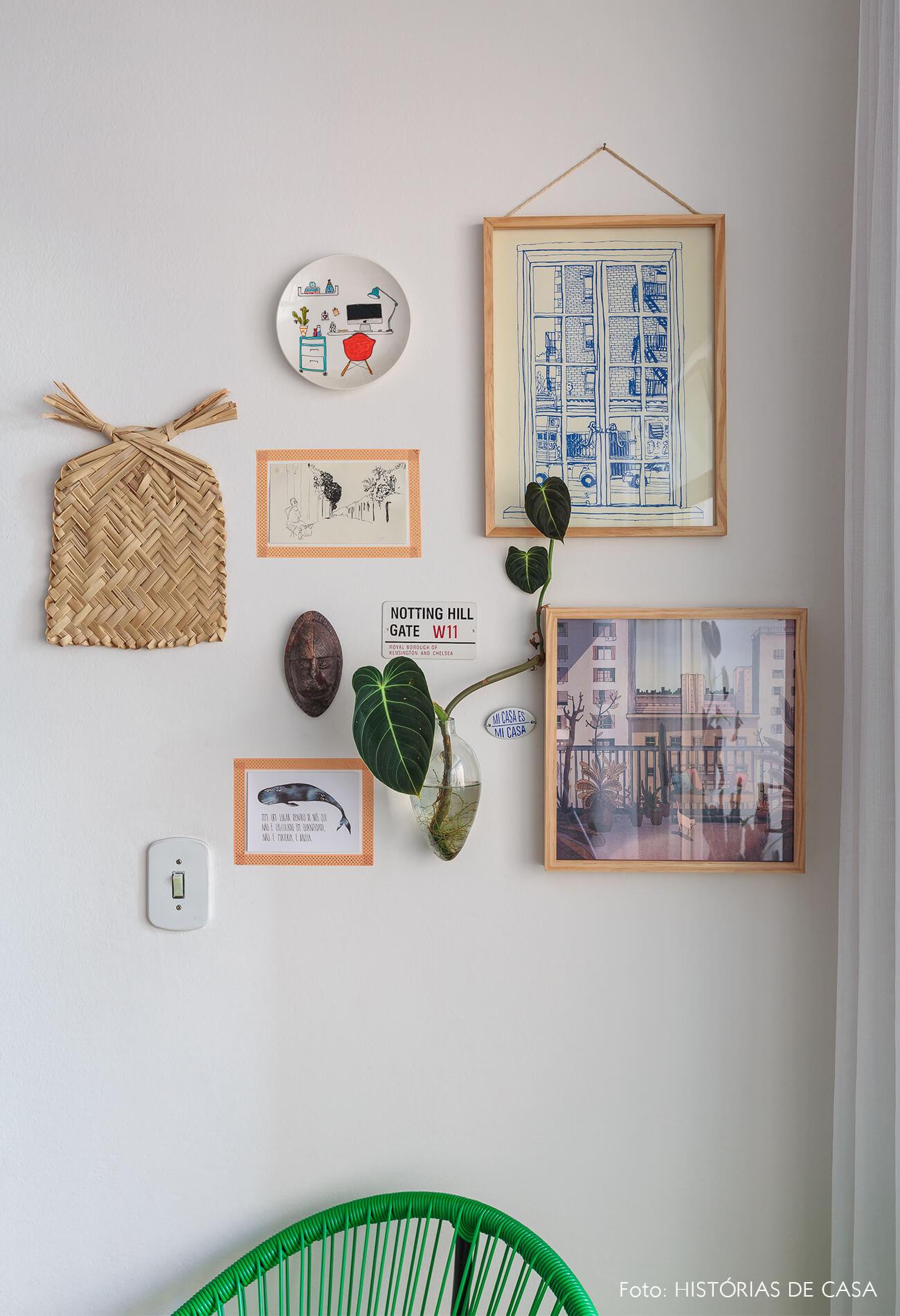decoração sala cadeira acapulco quadros