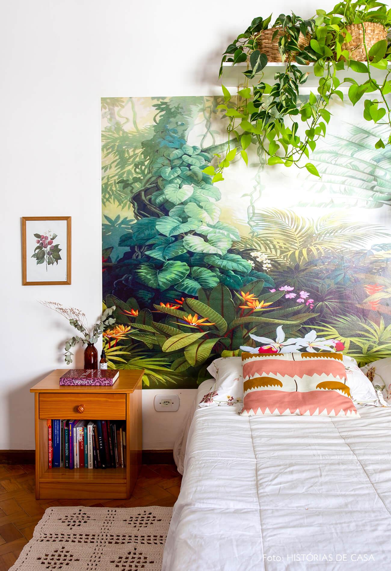 decoração quarto papel de parede floral como cabeceira