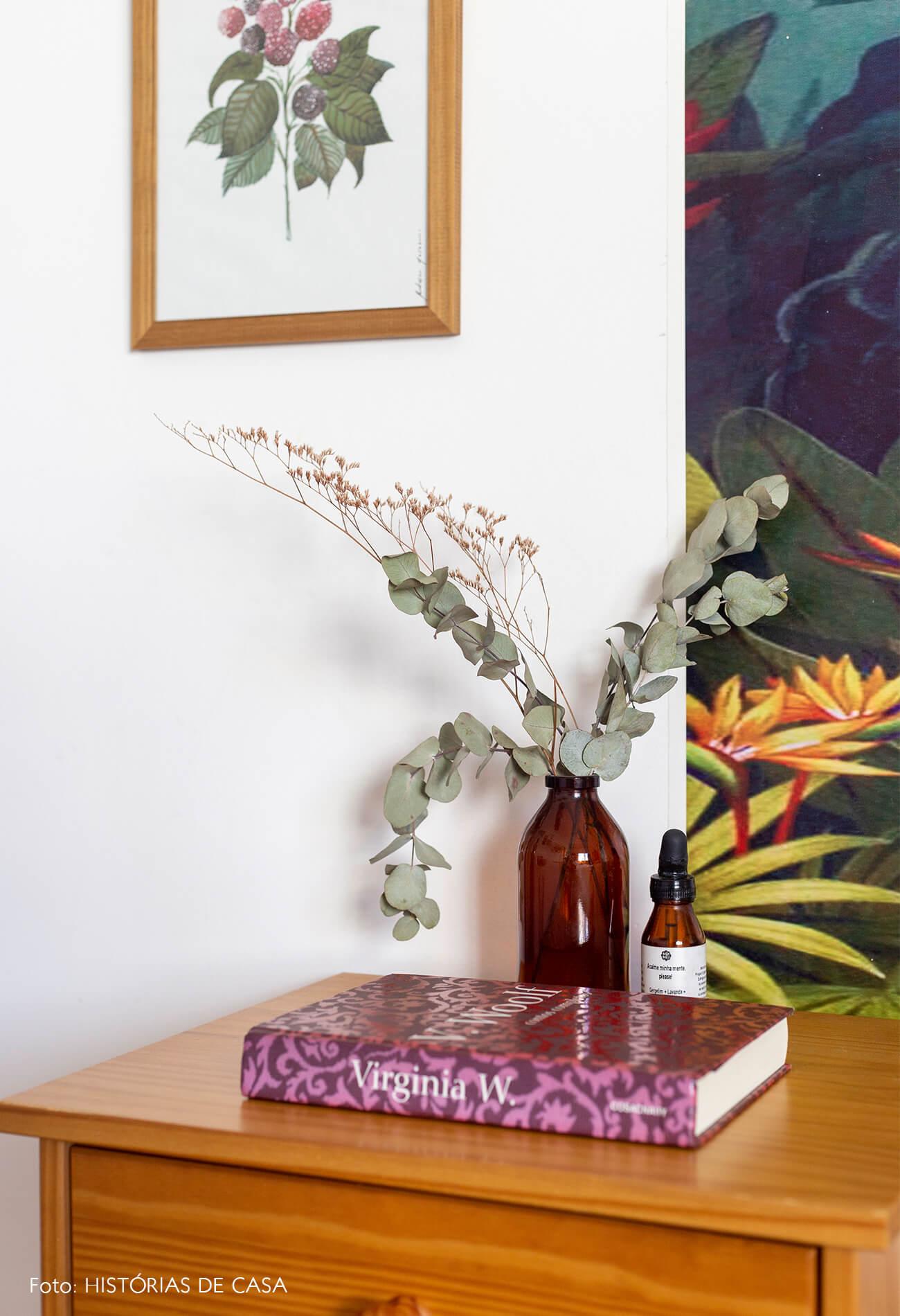 decoração mesa de cabeceira flores secas