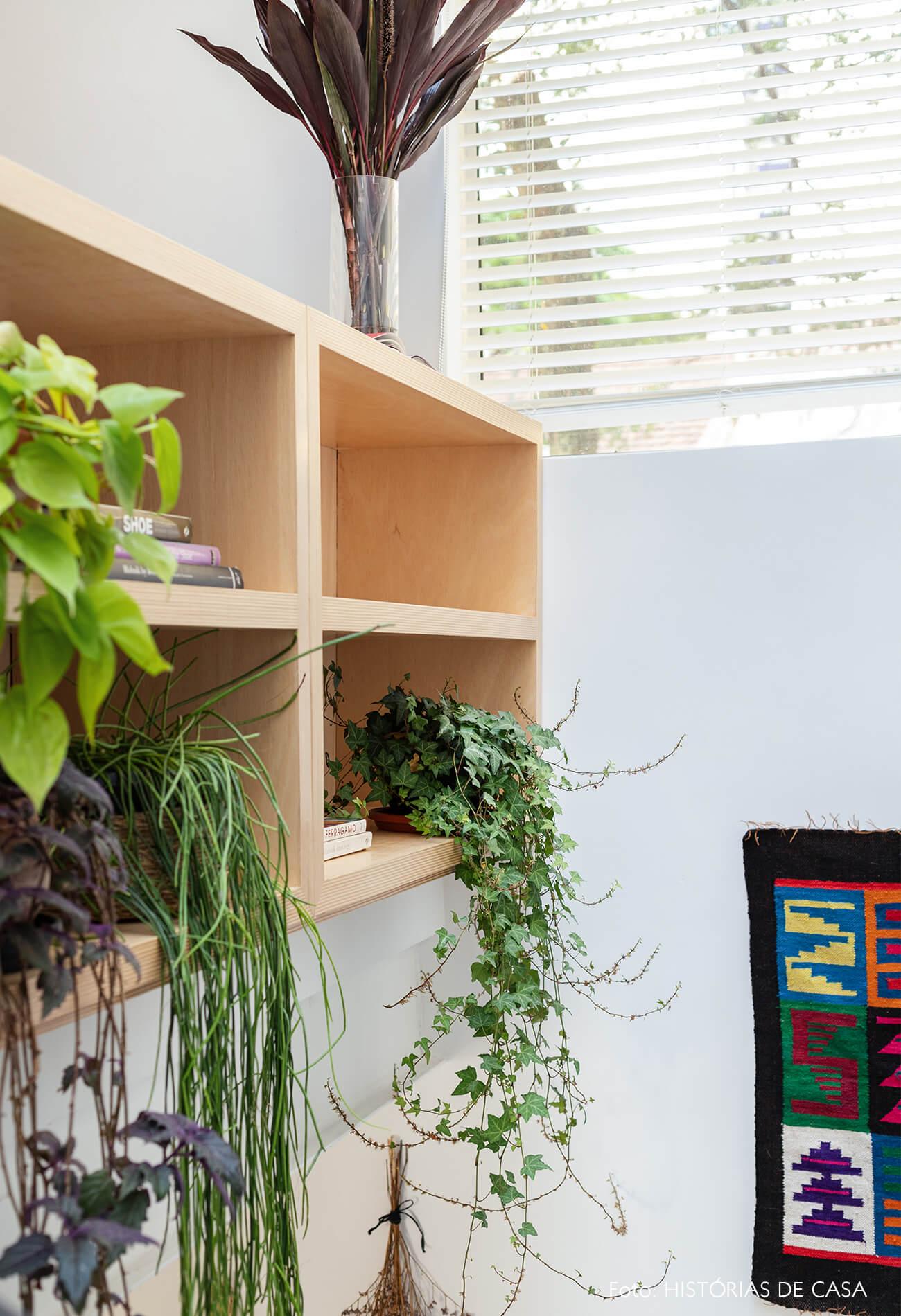 decoração prateleiras madeira plantas