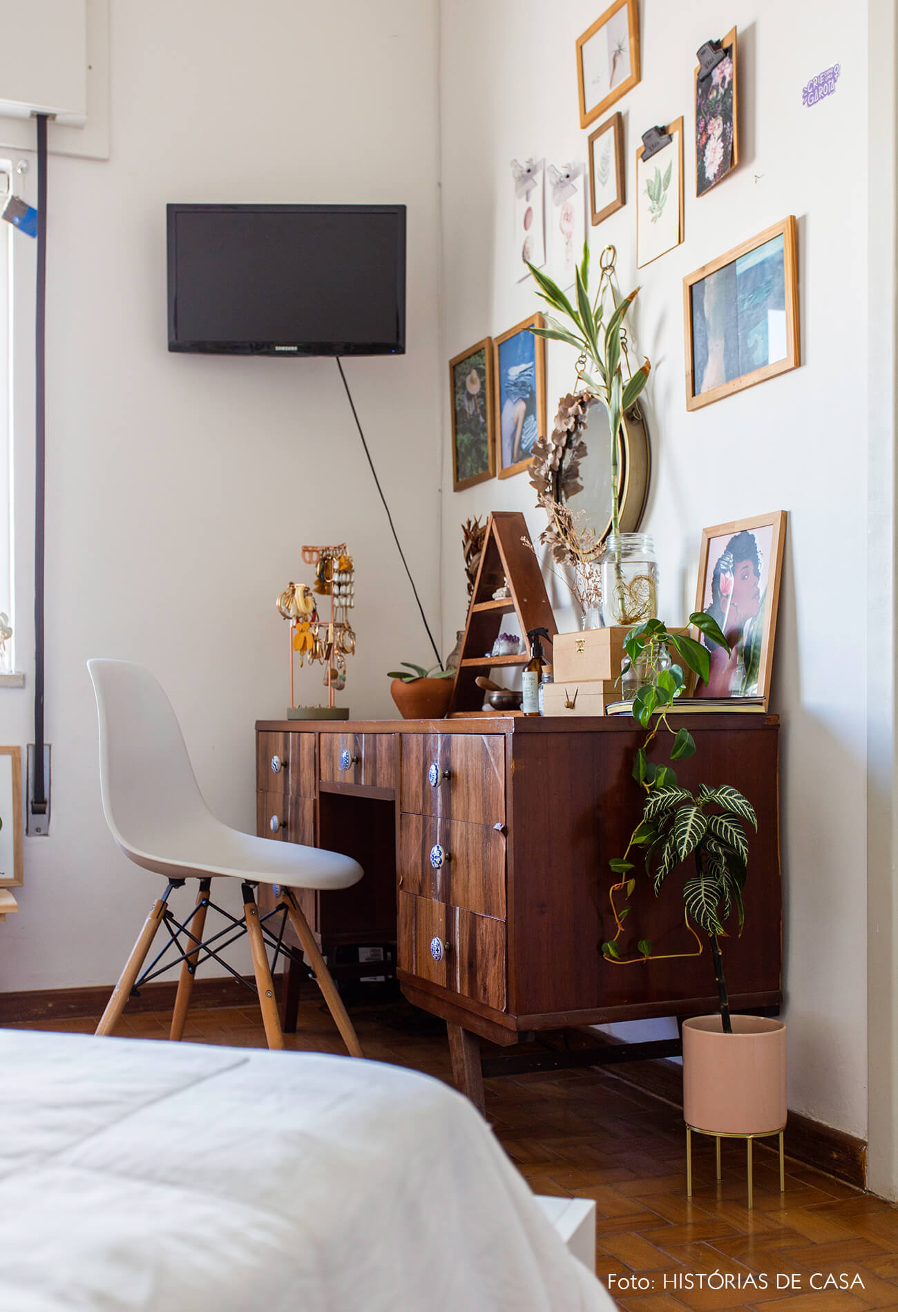 decoração quarto cadeira eames penteadeira vintage