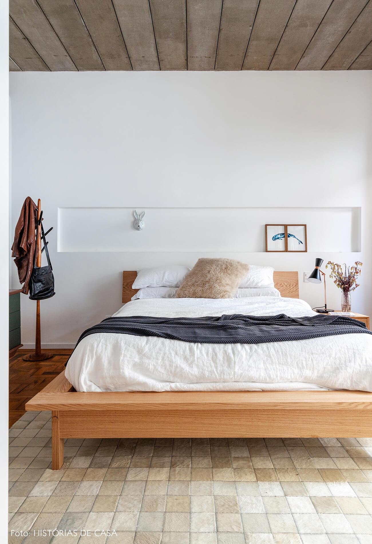 decoração quarto cama madeira clara