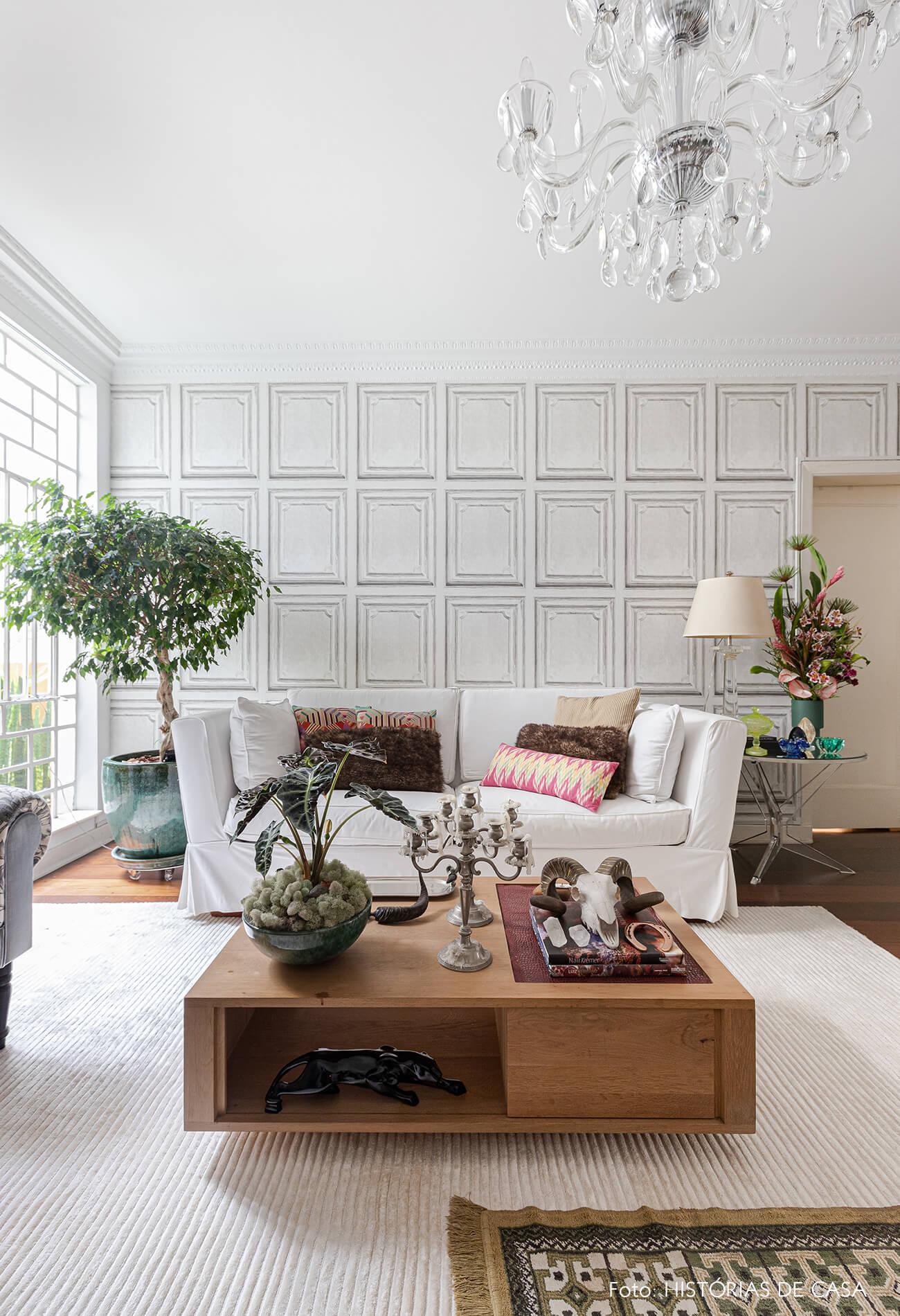 decoração sala branca mesa centro madeira