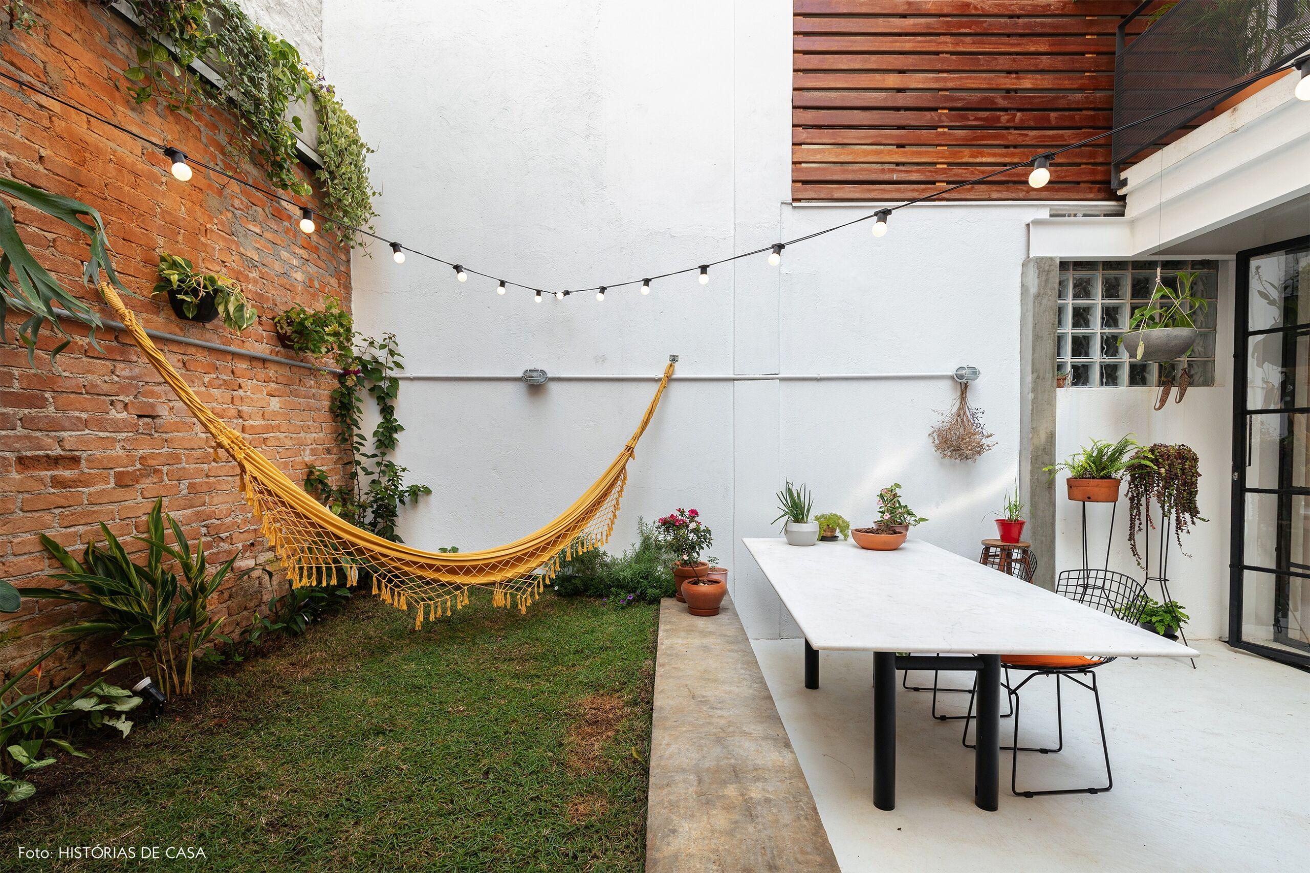 decoração quintal rede amarela