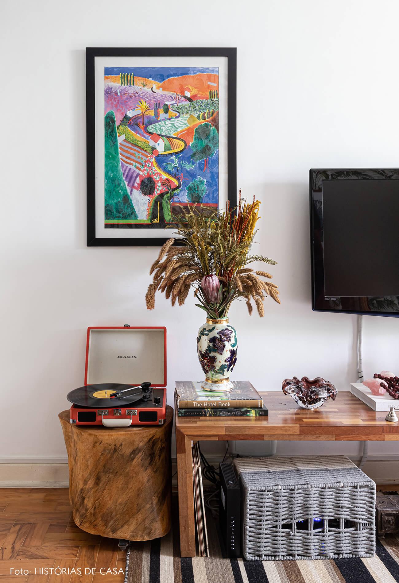 decoração sala tv banco tronco arvore