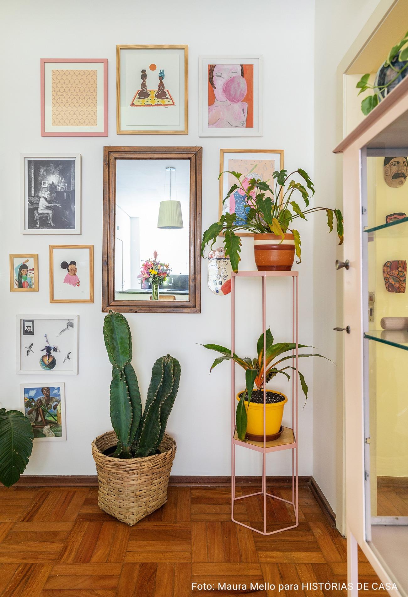 quadros com espelho e plantas